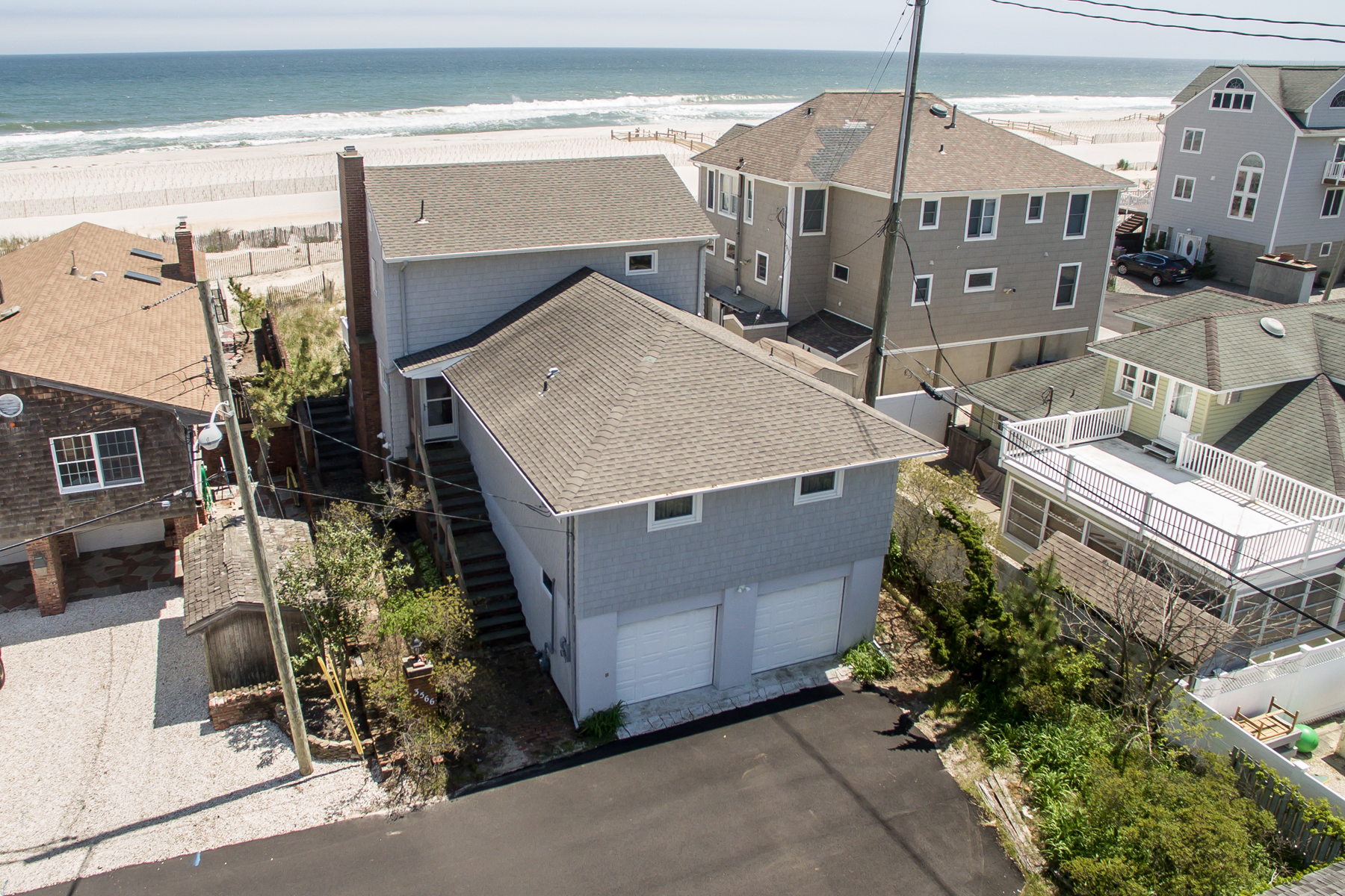 Single Family Homes por un Venta en Classic Oceanfront Providing Spectacular Ocean Views 3566 Ocean Terrace Normandy Beach, Nueva Jersey 08739 Estados Unidos
