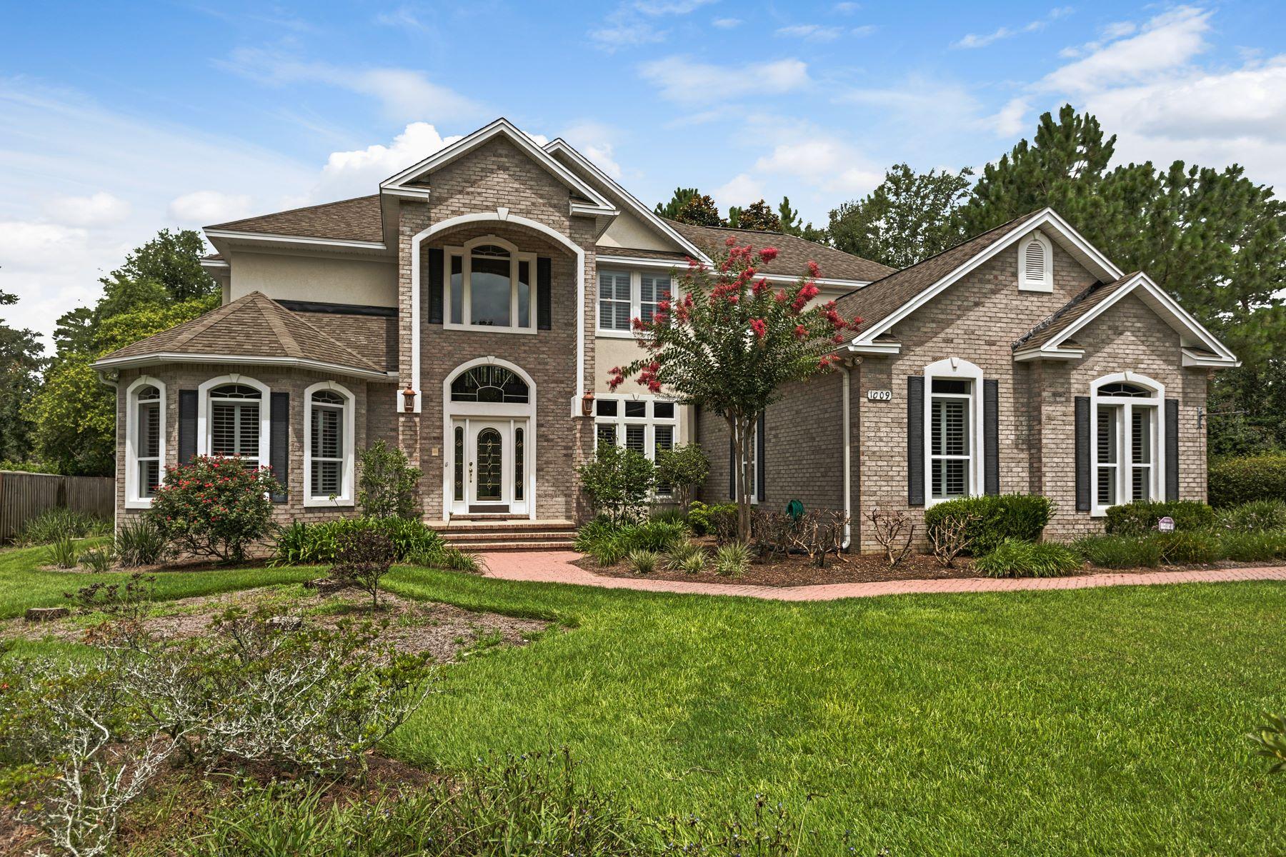 Casa Unifamiliar por un Venta en SPACIOUS AND THOUGHTFULLY DESIGNED HOME WITH AMENITIES 1009 Crooked Creek Cove Niceville, Florida, 32578 Estados Unidos