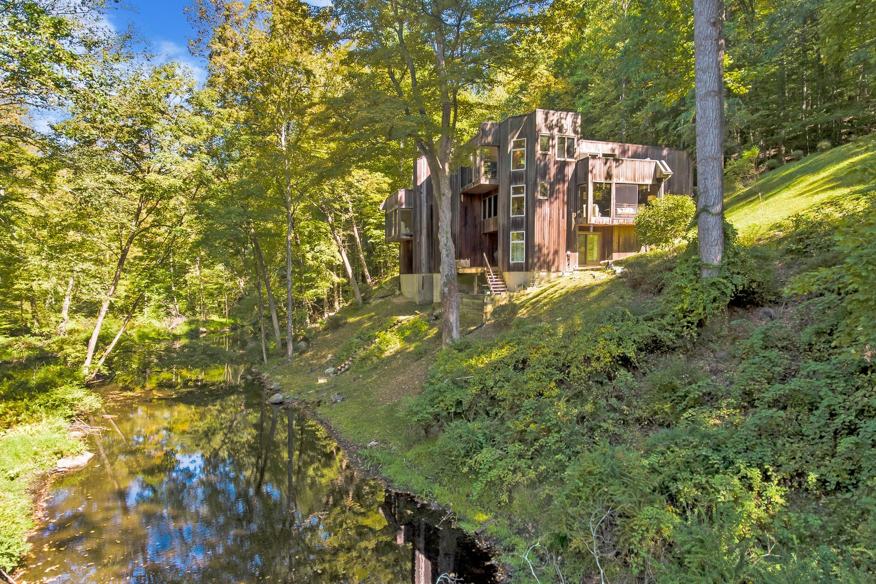 Single Family Homes für Verkauf beim Striking Contemporary overlooking Canopus Creek 88 Bell Hollow Road, Putnam Valley, New York 10579 Vereinigte Staaten