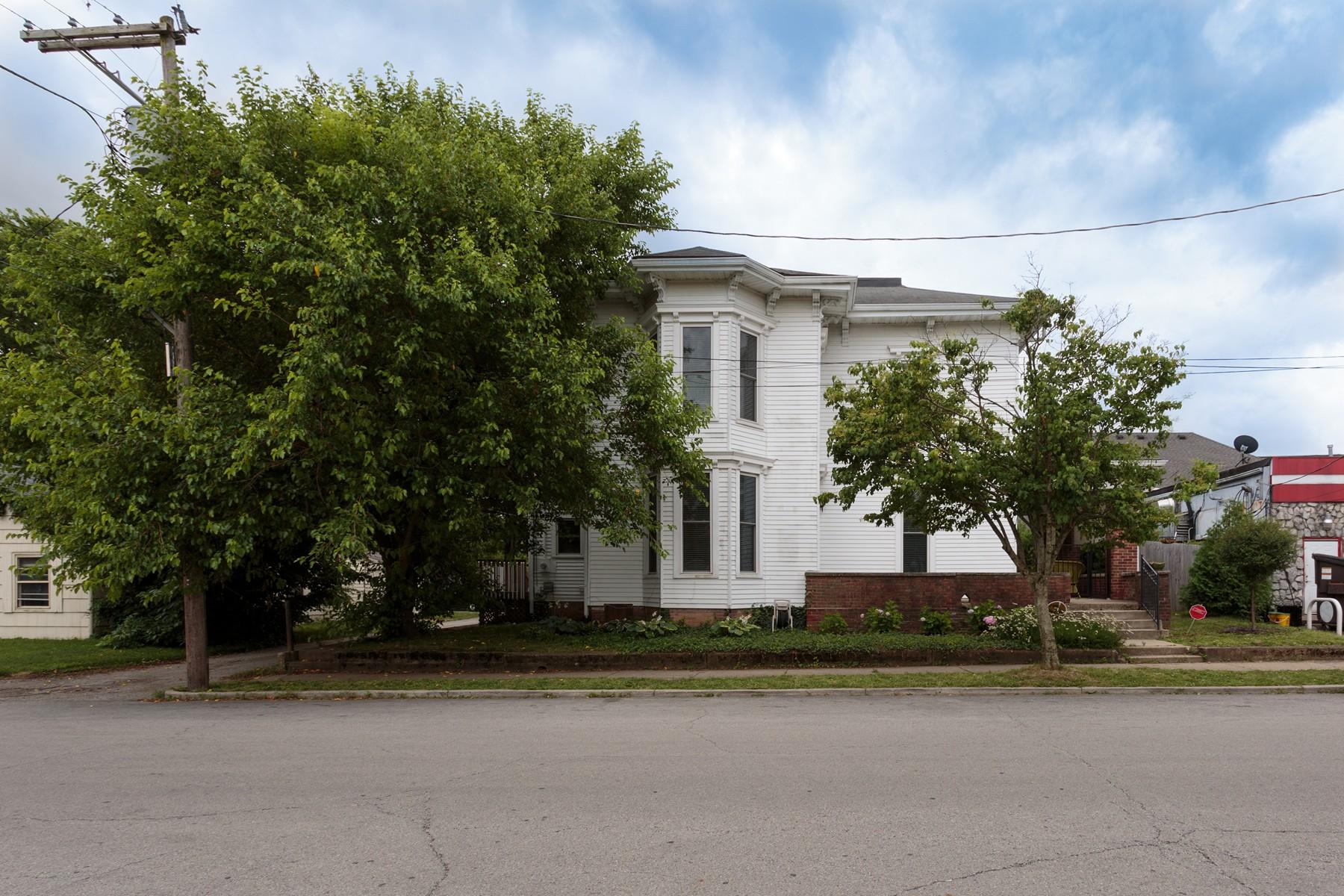 Nhà ở một gia đình vì Bán tại Charming Renovation 1035 Cherry Street Noblesville, Indiana, 46060 Hoa Kỳ
