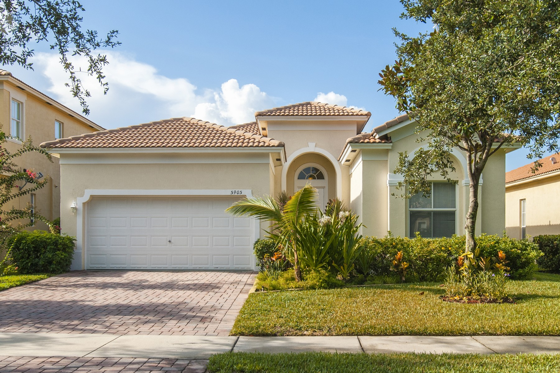 Single Family Homes のために 賃貸 アット Beautfully Maintained Home in Resort Style Gated Community 5905 Spring Lake Terrace Fort Pierce, フロリダ 34951 アメリカ