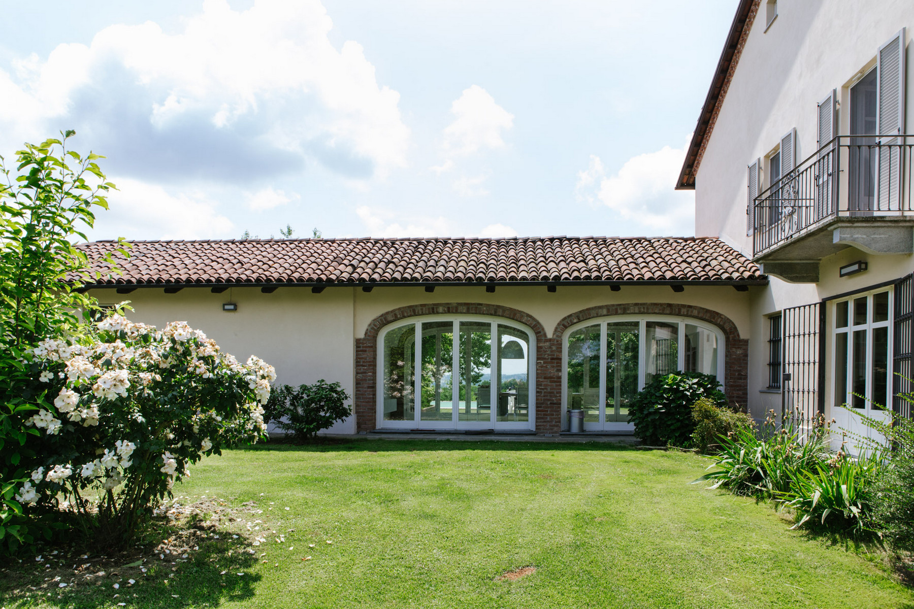 Additional photo for property listing at Villa on the top of the hills with outdoor pool Regione Sant' Antonio, 9 Villafranca D Asti, Asti 14018 Italie