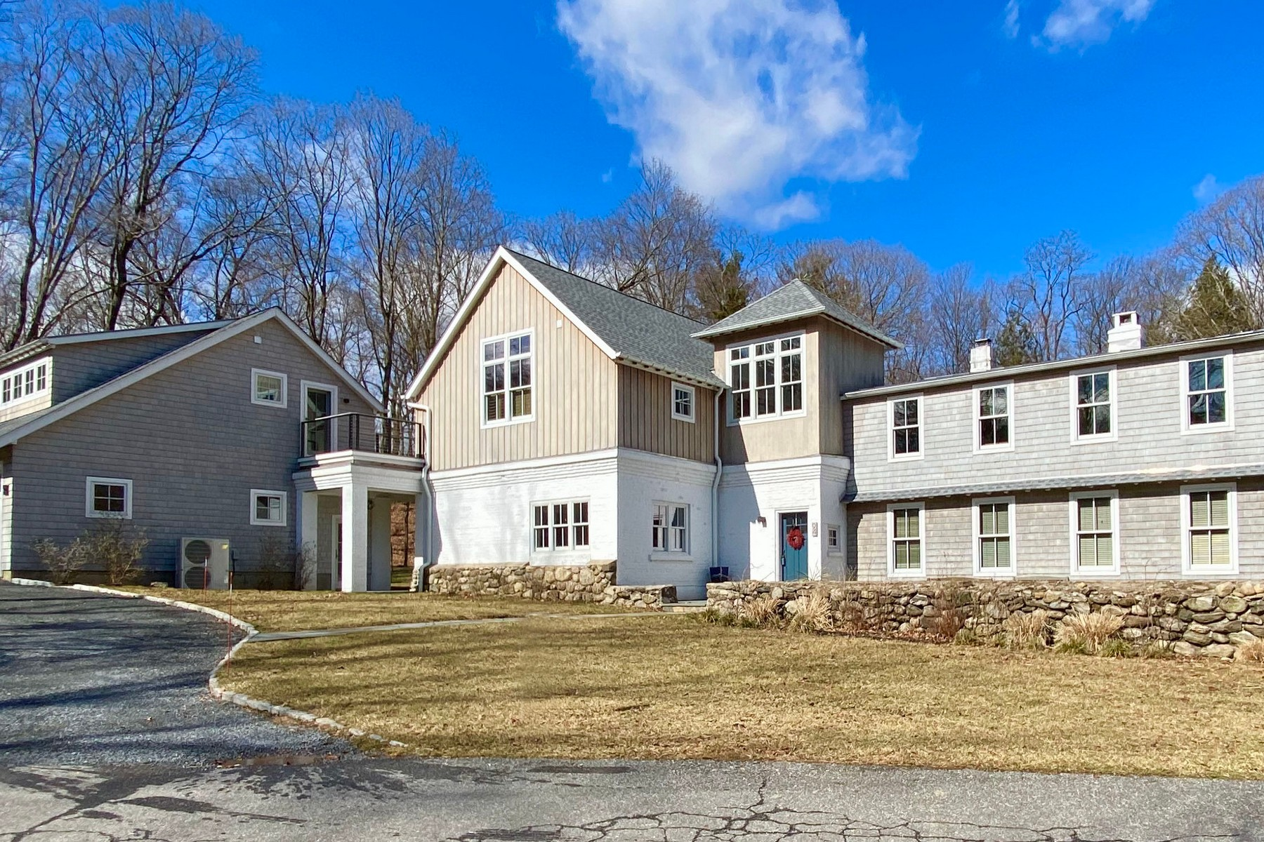 Single Family Homes por un Venta en Original Farmhouse Renovated 94 Old Farm Road N Chappaqua, Nueva York 10514 Estados Unidos