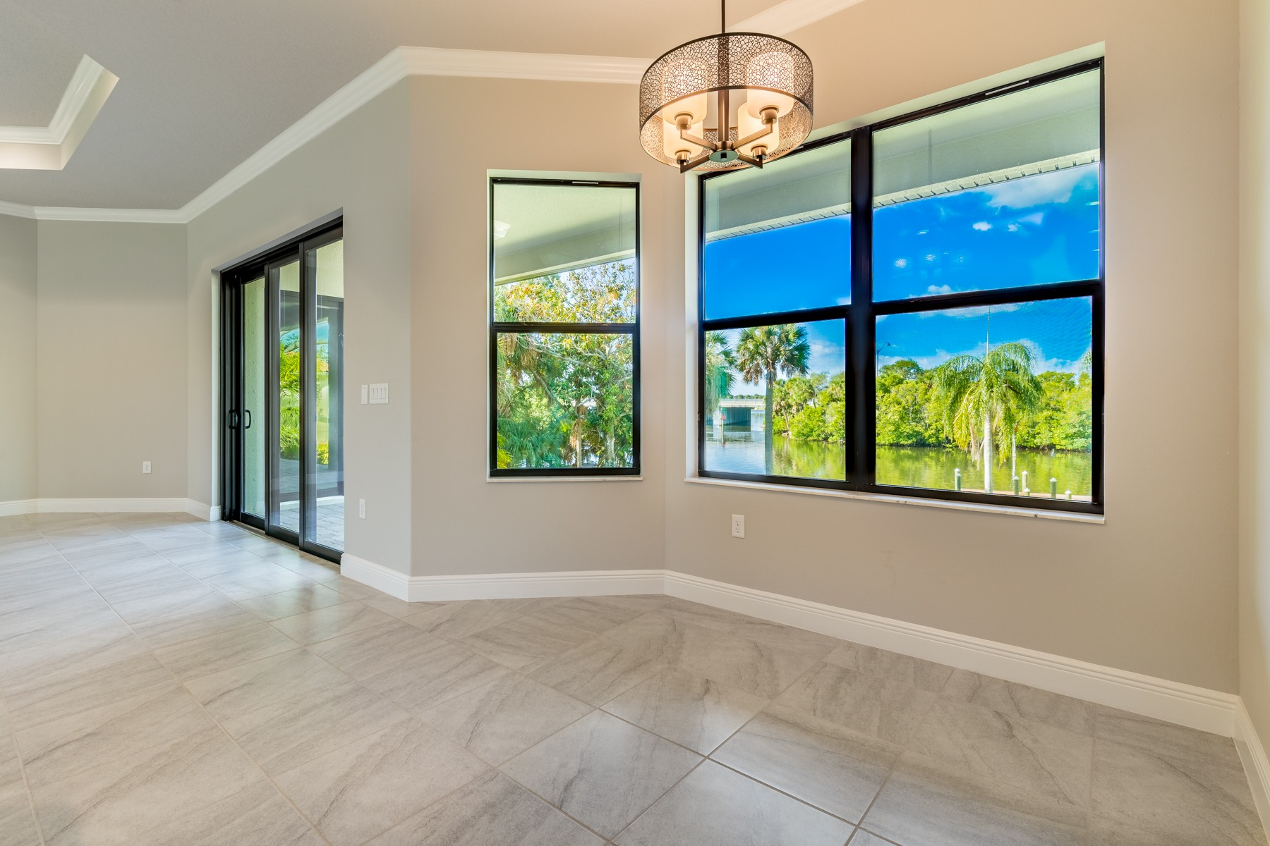 Additional photo for property listing at Brand New Waterfront Home in Palm Bay Point 1434 Herndon Circle NE Palm Bay, Florida 32905 Förenta staterna