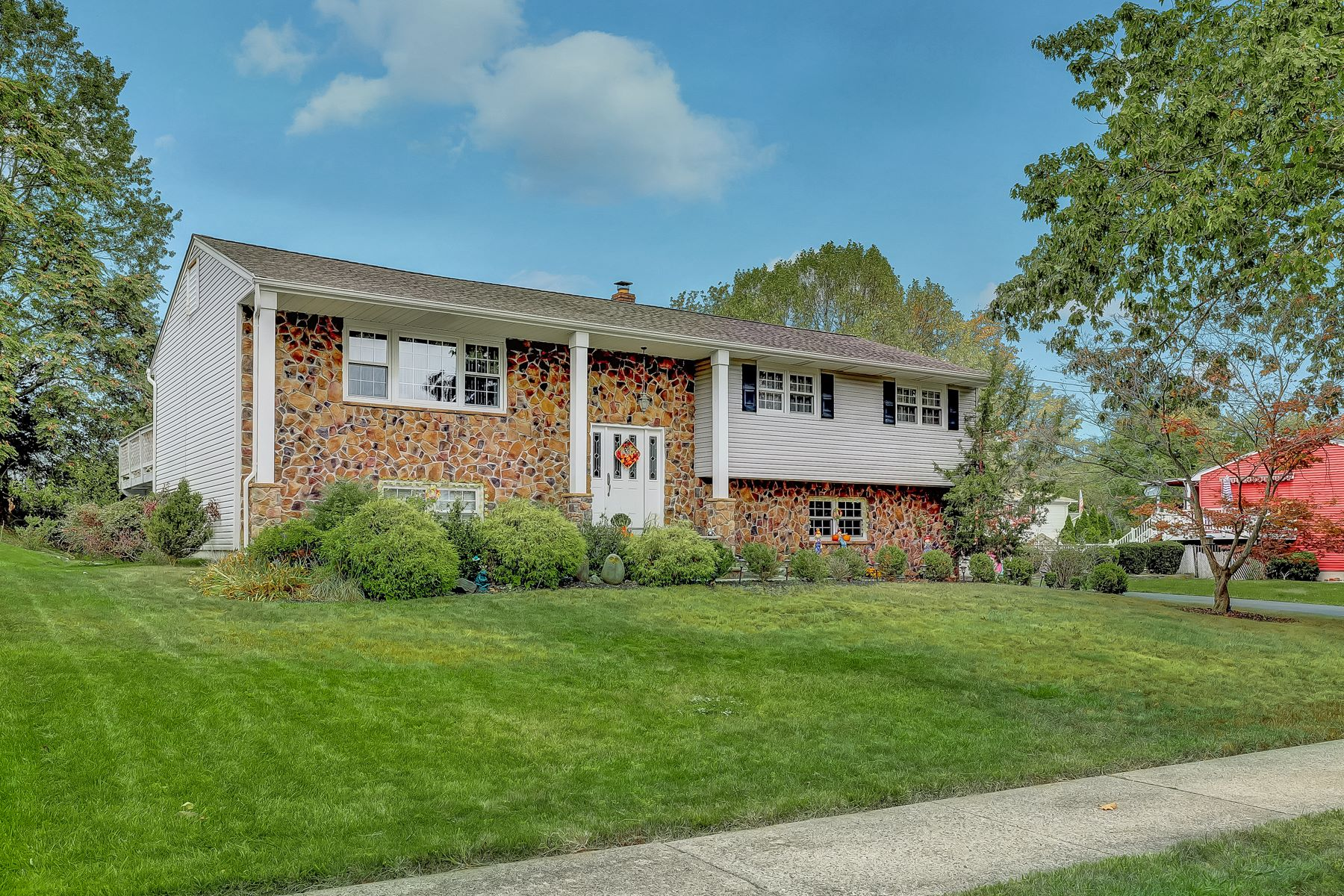 Single Family Homes for Active at Fantastic Bi-Level 54 Herfort Drive Wayne, New Jersey 07470 United States