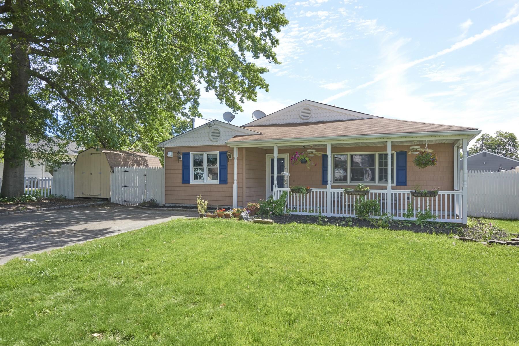 Single Family Homes pour l Vente à 112 Shoreland Ter, North Middletown 112 Shoreland Ter, North Middletown, New Jersey 07748 États-Unis