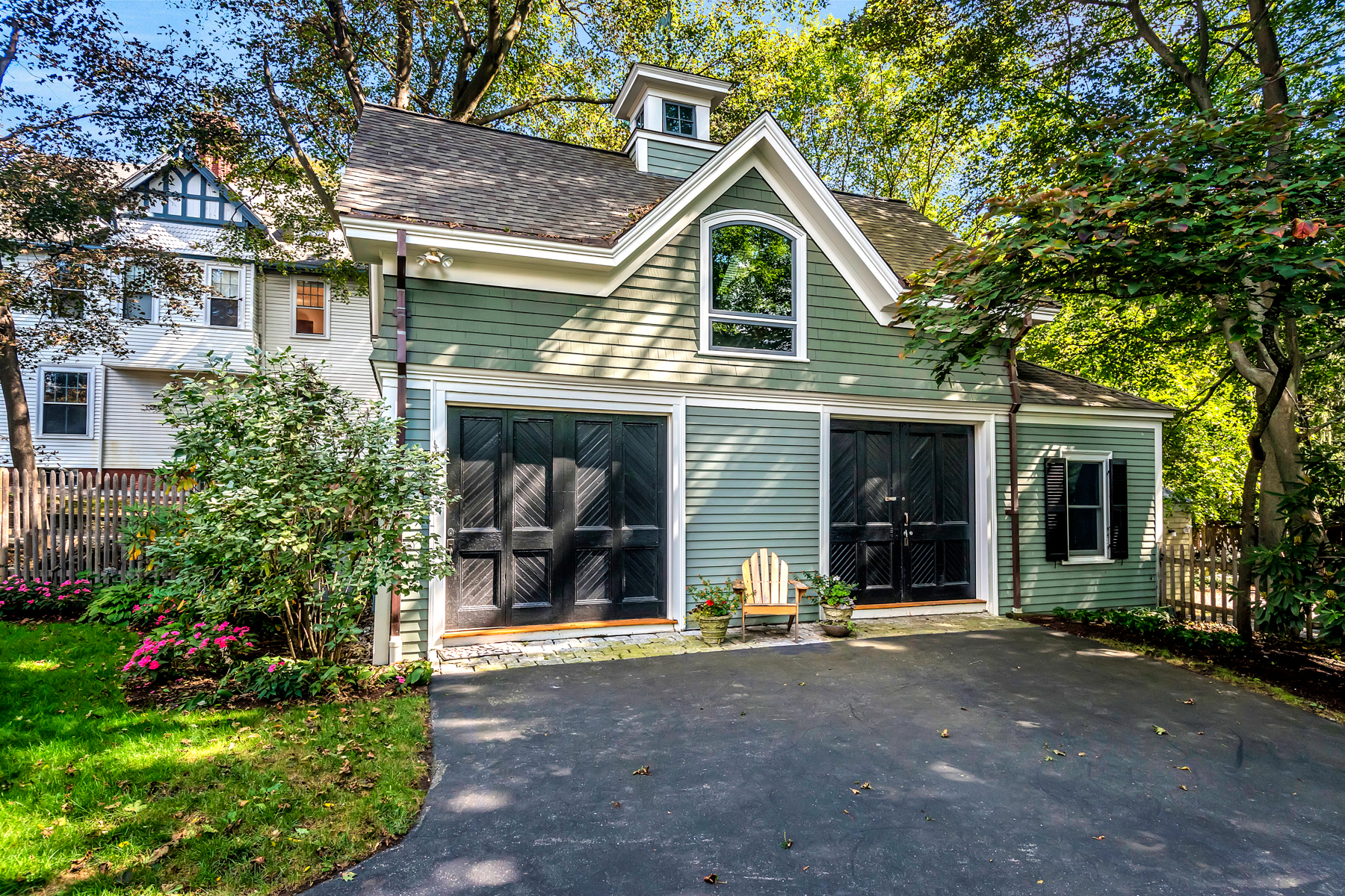 Additional photo for property listing at Stunning Winchester Colonial with Carriage House 5 Winthrop St Winchester, Massachusetts 01890 United States