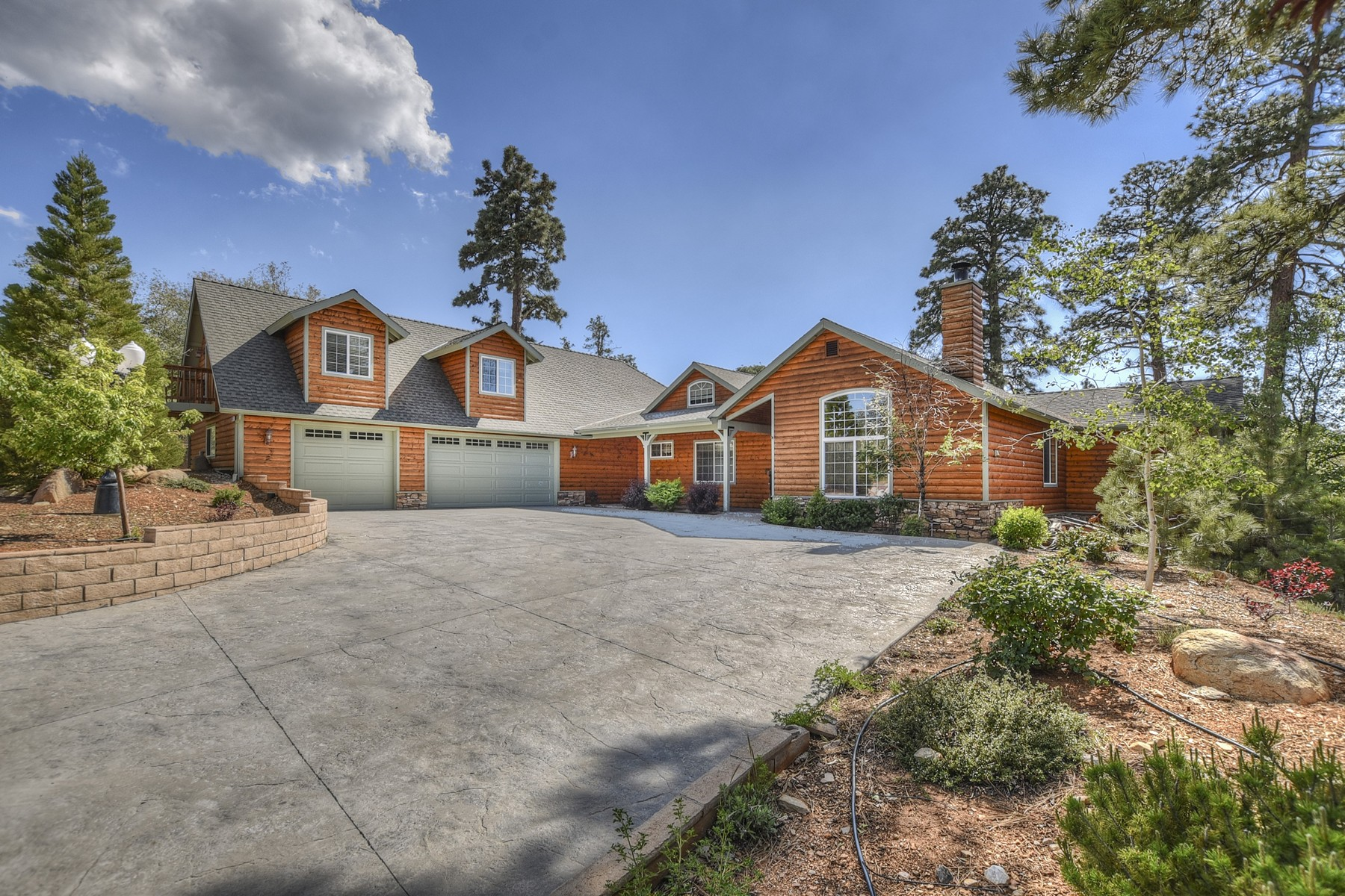 Single Family Homes para Venda às 1623 Angels Camp Road, Big Bear City, California, 92314 Big Bear City, Califórnia 92314 Estados Unidos