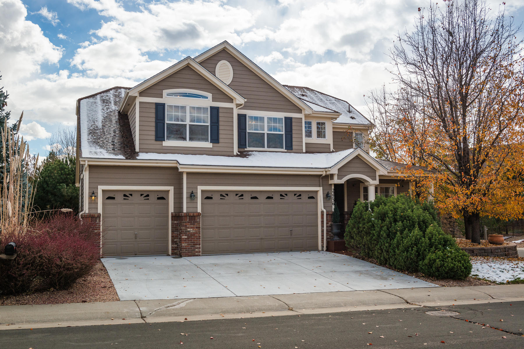 Single Family Homes for Sale at Amazing location with quick access to Southlands mall, E-470, and golf. 22756 E Calhoun Pl Aurora, Colorado 80016 United States