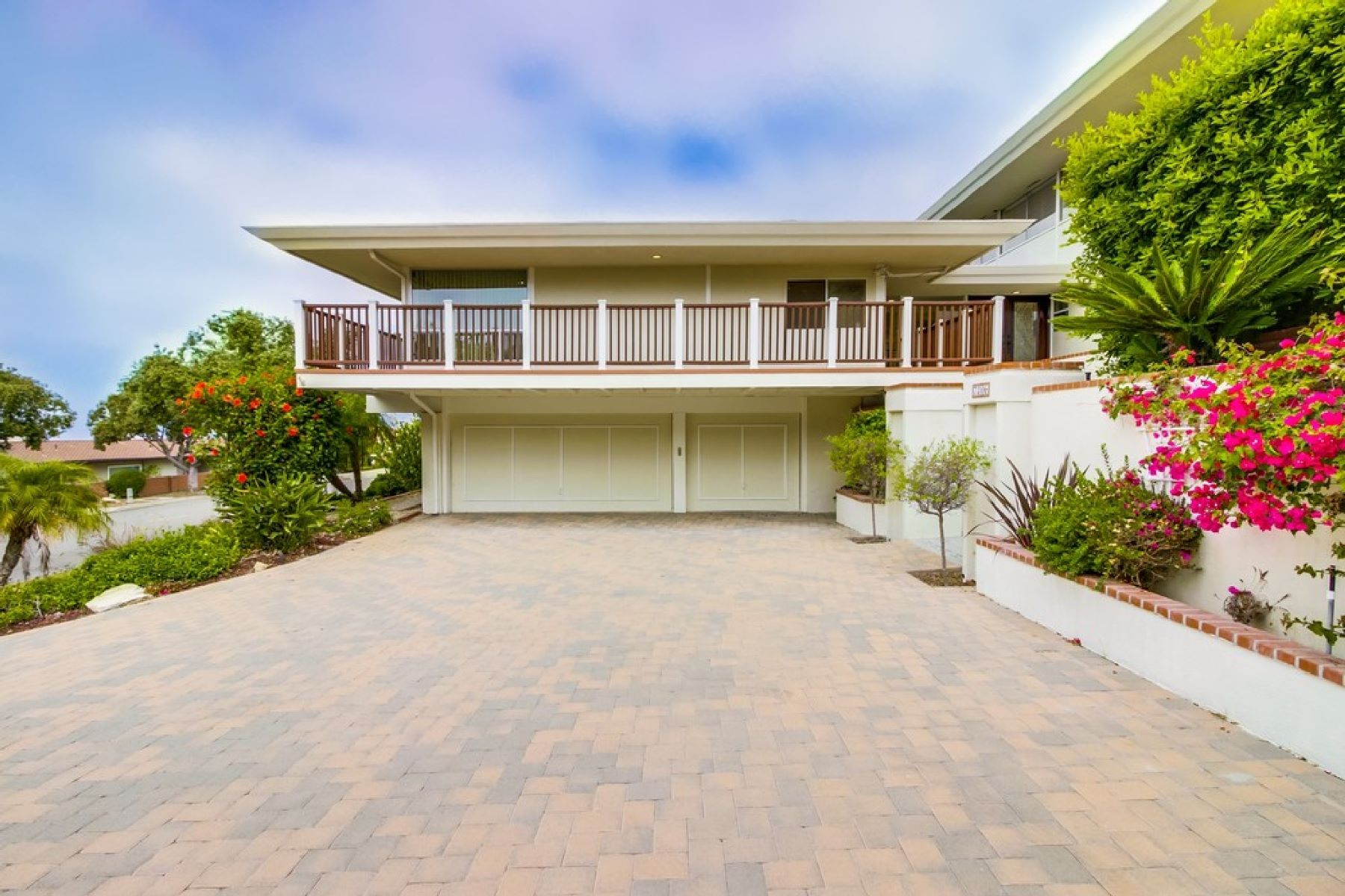 Single Family Home for Sale at 7206 Crest Rd, Rancho Palos Verdes 90275 7206 Crest Road Rancho Palos Verdes, California 90275 United States