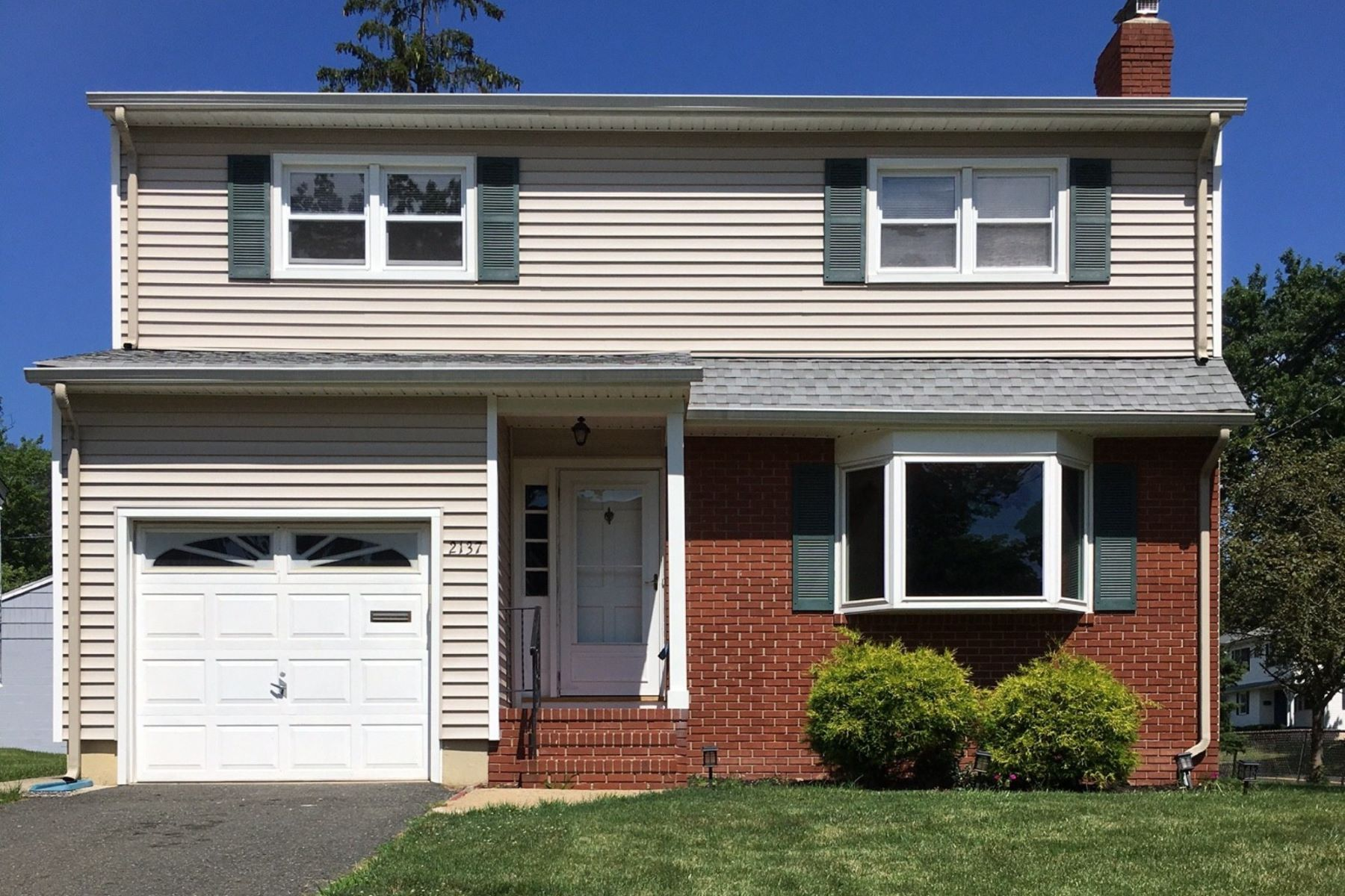 Casa Unifamiliar por un Venta en Sunny Colonial 2137 Maple View Ct Scotch Plains, Nueva Jersey, 07076 Estados Unidos
