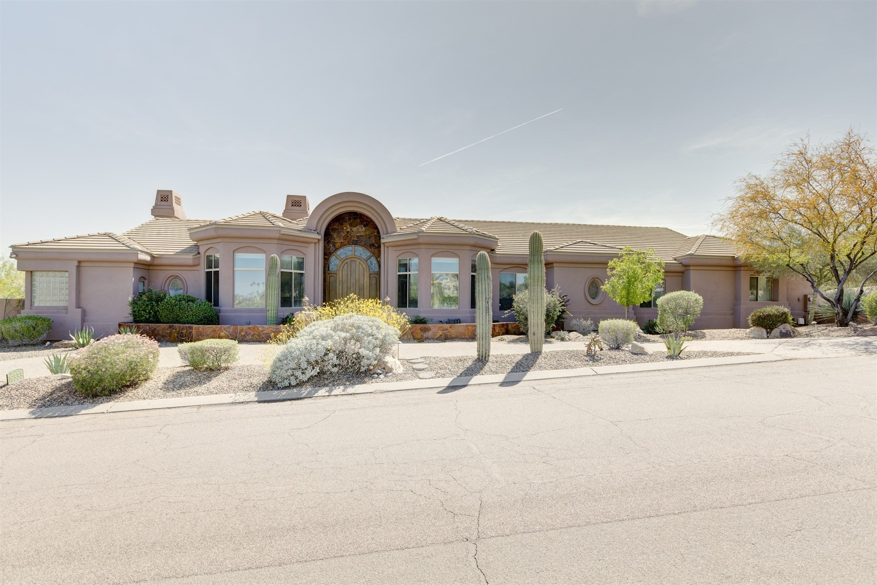 Single Family Home for Sale at Exceptional single level custom home backing the 16th hole of Desert Canyon's GC 16555 E Jacklin Dr Fountain Hills, Arizona, 85268 United States