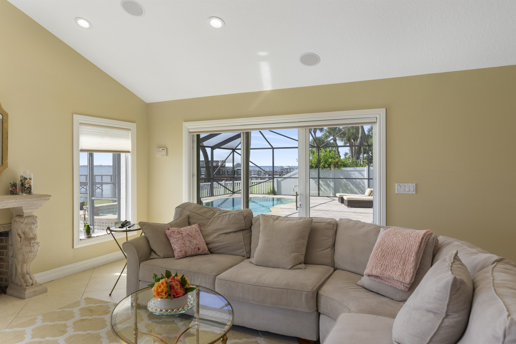 Additional photo for property listing at Wonderful Riverfront Pool Home in Quiet Neighborhood 235 Sea Crest Drive Melbourne Beach, 플로리다 32951 미국