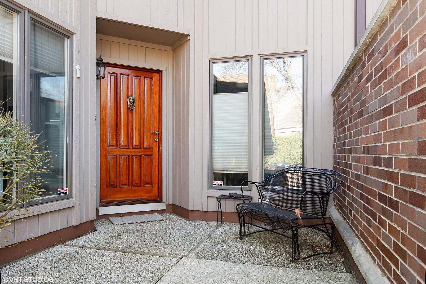 Nhà ở một gia đình vì Bán tại 1202 Hawthorne Hinsdale, Illinois, 60521 Hoa Kỳ