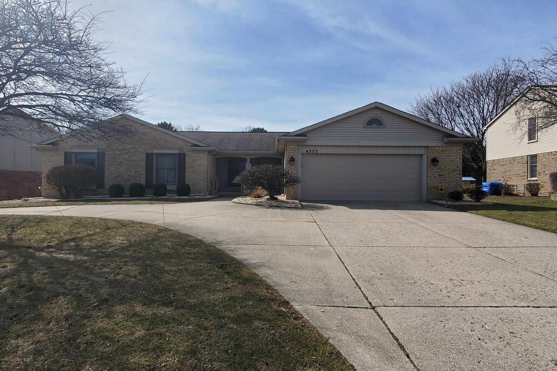 Single Family Homes para Venda às Troy 4375 Cahill Drive, Troy, Michigan 48098 Estados Unidos