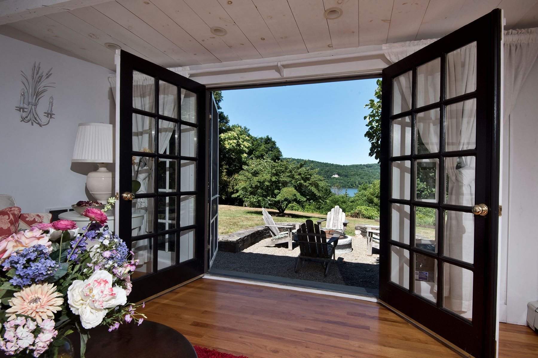 Single Family Home for Sale at Hudson Valley Meets Napa Valley 26 Curry Lane Hyde Park, New York 12538 United States
