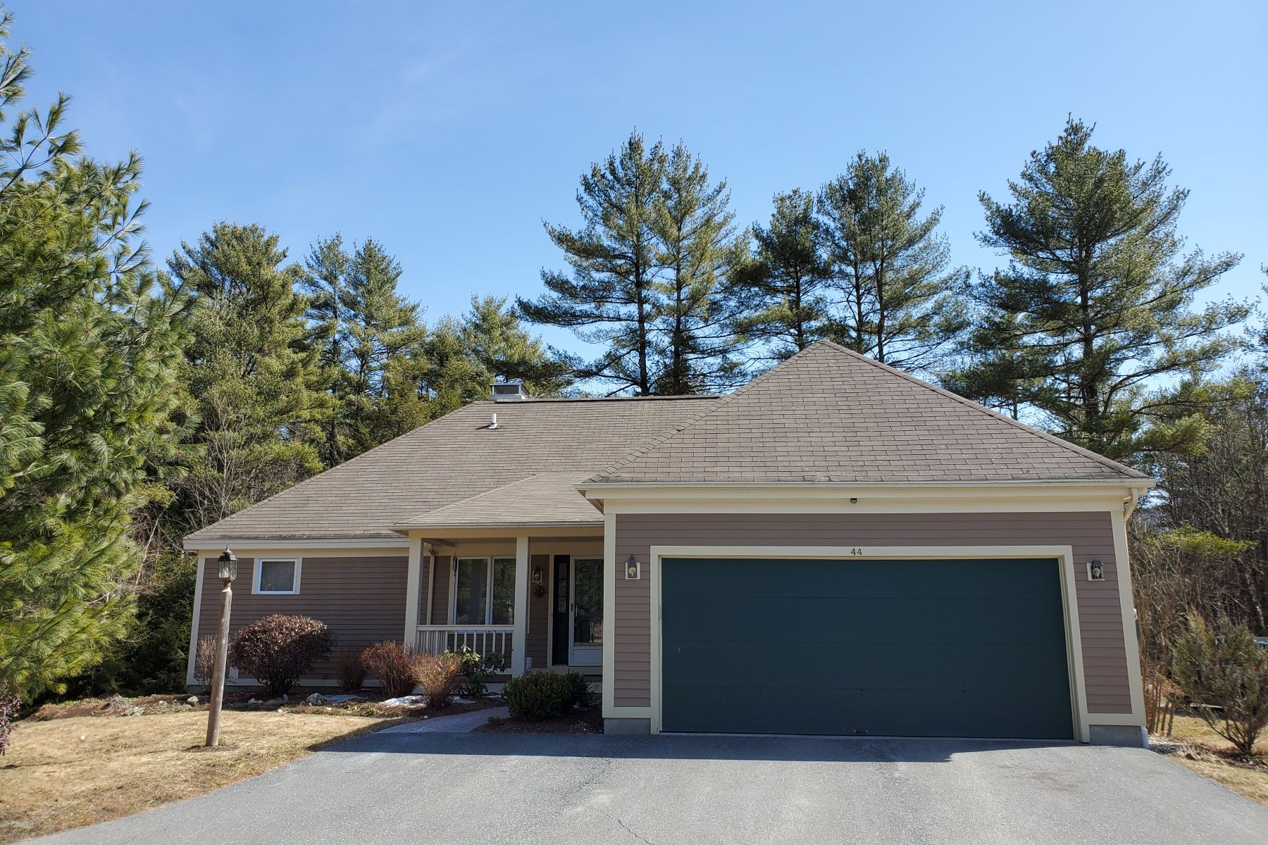 Single Family Homes for Sale at Three Bedroom Free Standing Condo in Hanover 44 Berrill Farms Lane Hanover, New Hampshire 03755 United States