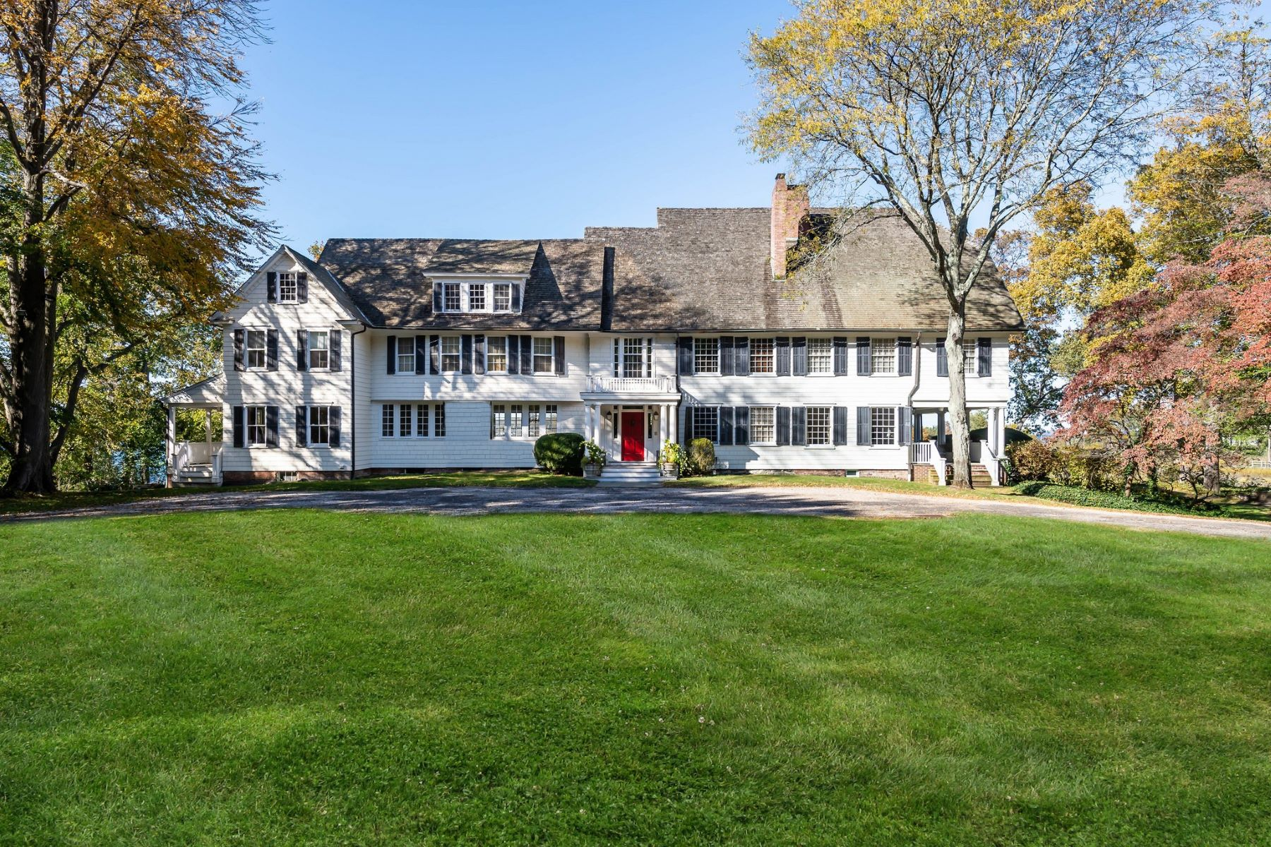 Single Family Homes 為 出售 在 83 Cove Neck Road, Cove Neck, 纽约 11771 美國