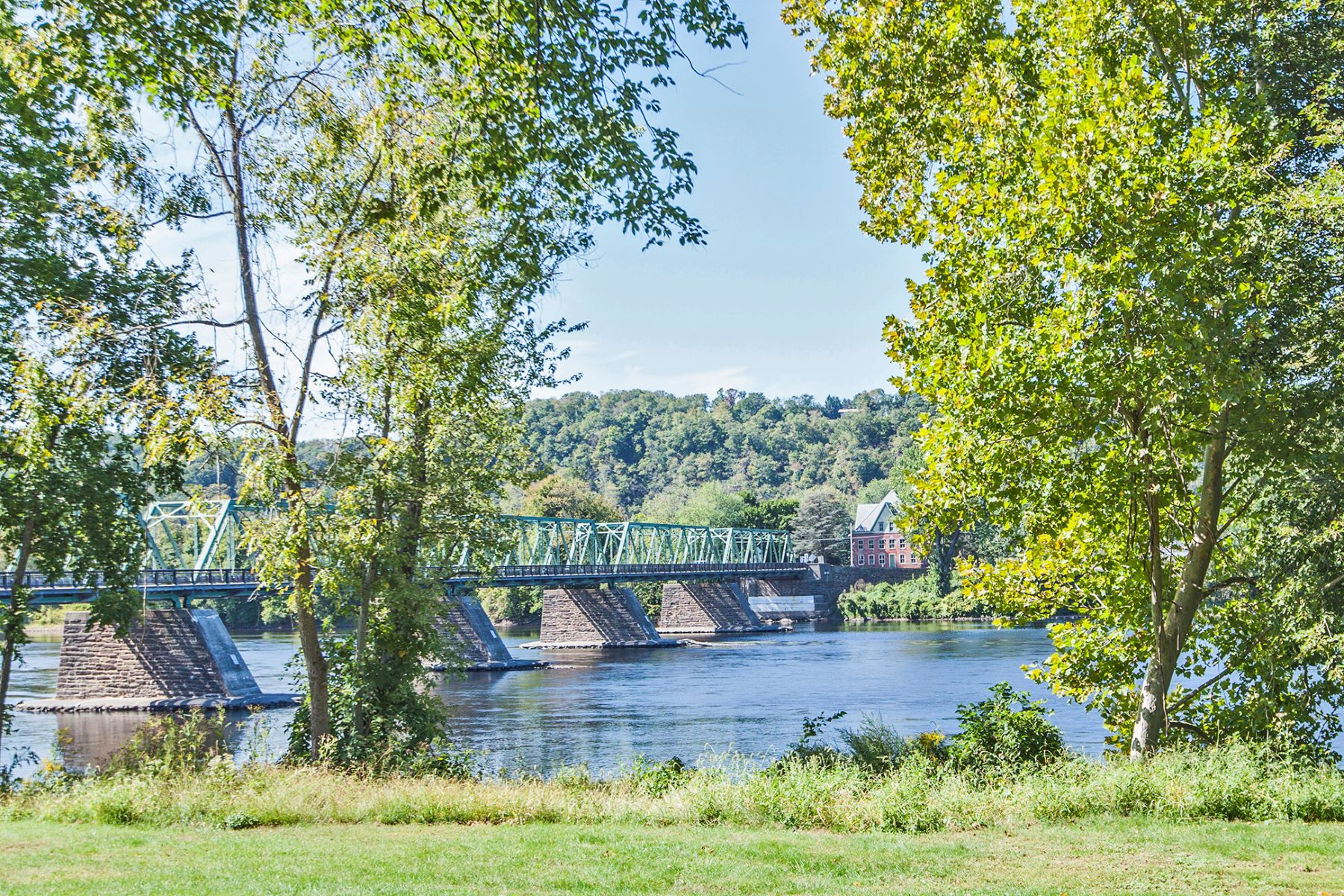 Additional photo for property listing at Twenty Outstanding Waterfront Townhouses 1 River Mills Drive B1 Frenchtown, New Jersey 08825 États-Unis