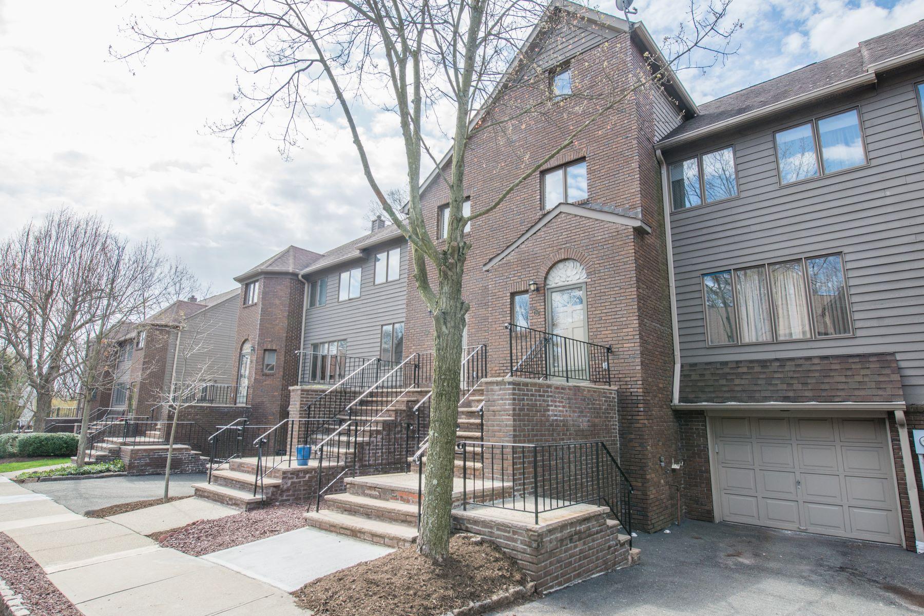 联栋屋 为 销售 在 Great Location 21 Village Green Ct 南奥林奇, 新泽西州, 07079 美国
