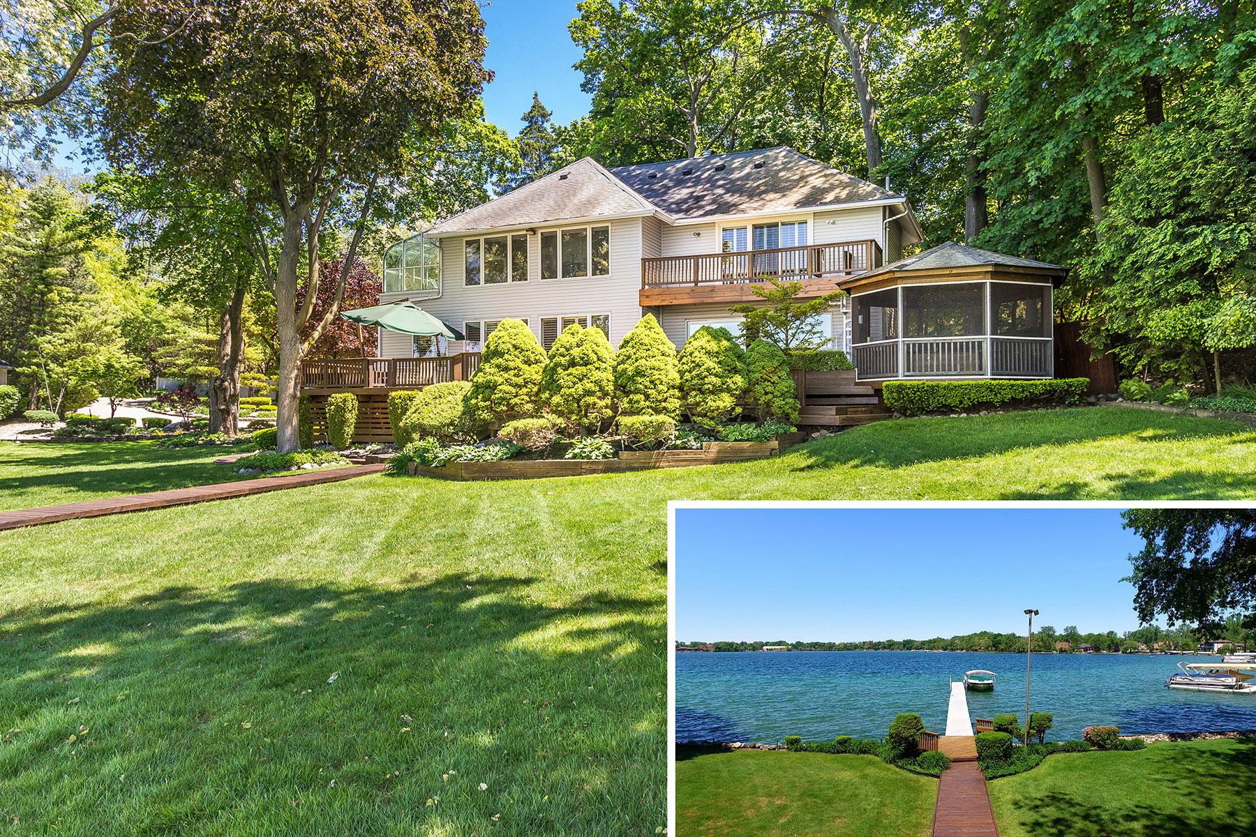 Maison unifamiliale pour l Vente à WEST BLOOMFIELD 3184 Middlebelt Road West Bloomfield, Michigan, 48323 États-Unis