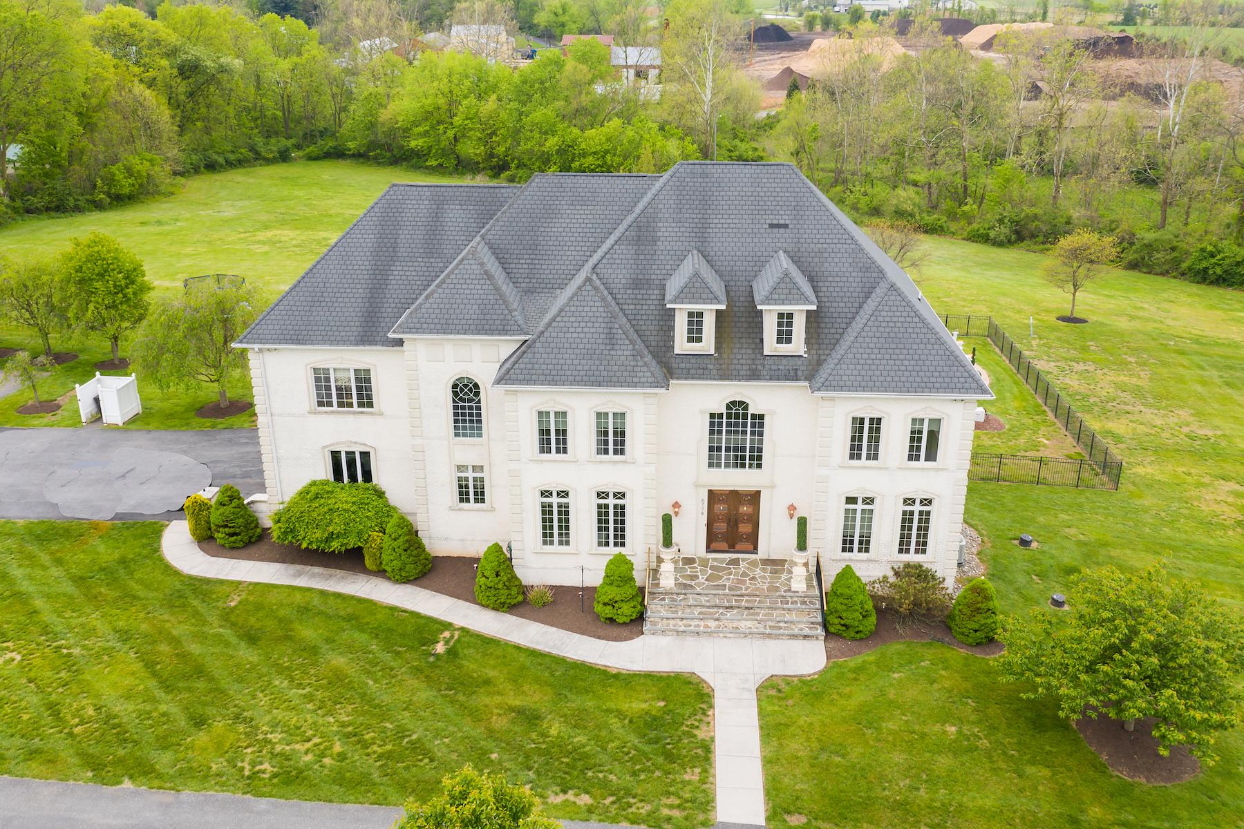 Single Family Homes por un Venta en Over 8500 Square Feet of Finished Space 6779 Keller Lime Plant Frederick, Maryland 21701 Estados Unidos