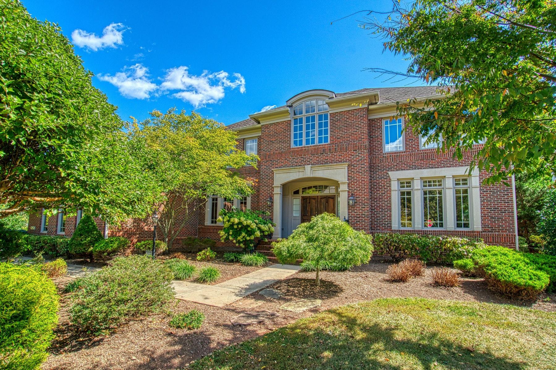 Single Family Homes por un Venta en Classic Elegance in Red Cedar West 20560 Myers Place Leesburg, Virginia 20175 Estados Unidos