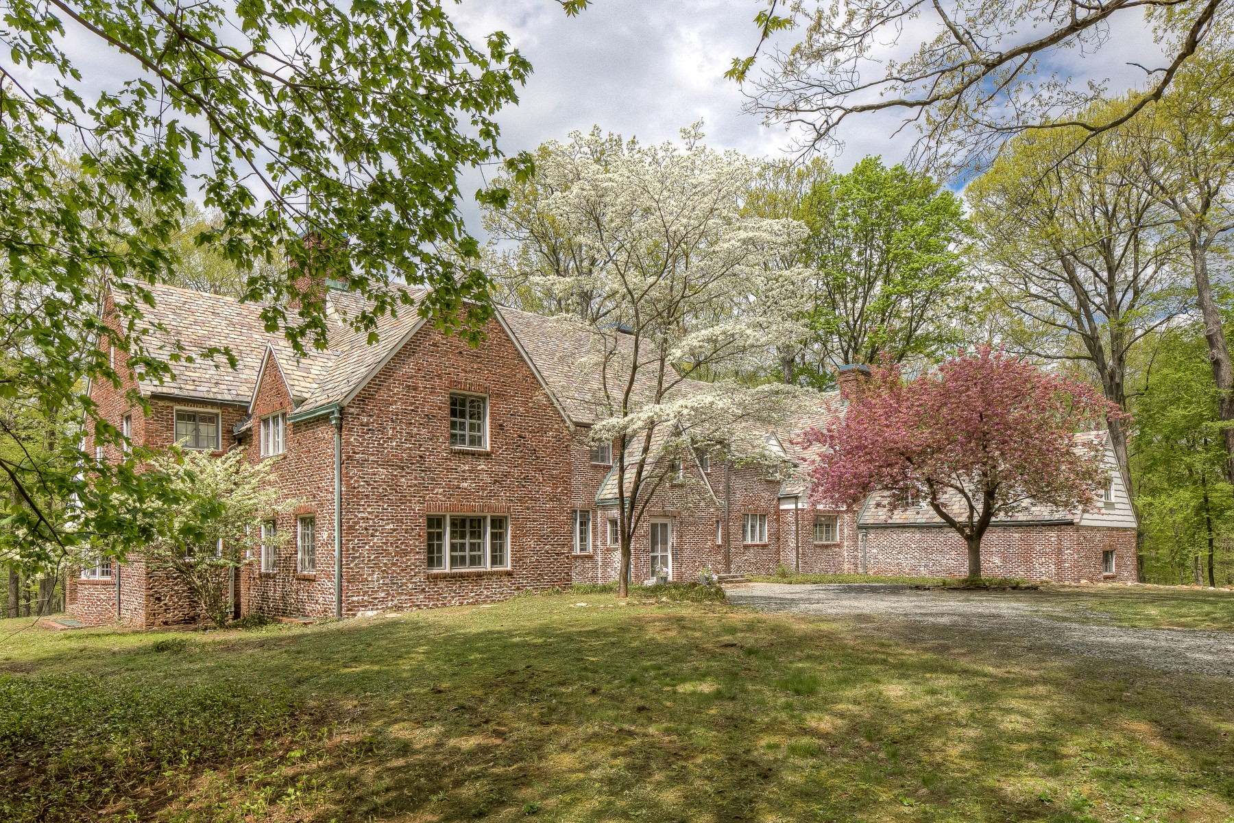 Single Family Home for Sale at Blue Chimneys 7 Horseshoe Bend Road Mendham, 07945 United States