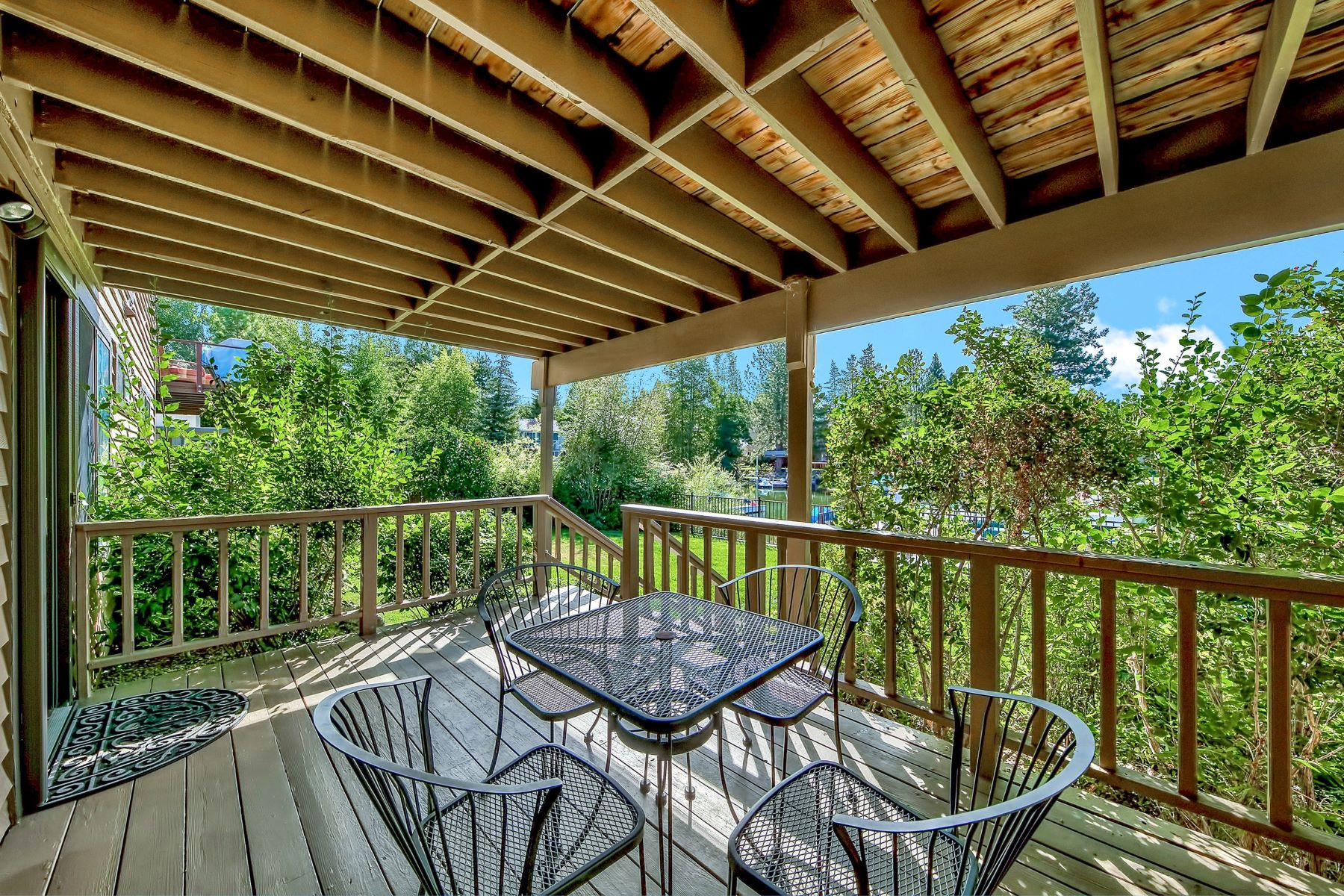 Additional photo for property listing at 2182 Monterey Drive, South Lake Tahoe, CA 96150 2182 Monterey Drive 南太浩湖, 加利福尼亚州 96150 美国