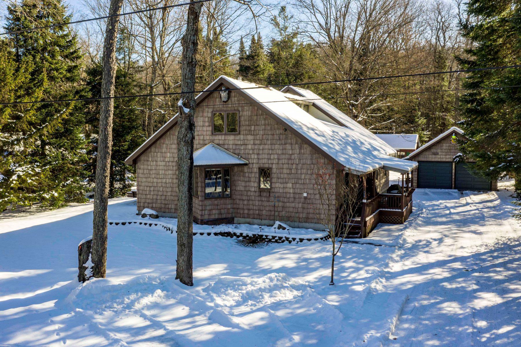Single Family Homes por un Venta en Riverview Retreat 140 Moose River Trail Old Forge, Nueva York 13420 Estados Unidos