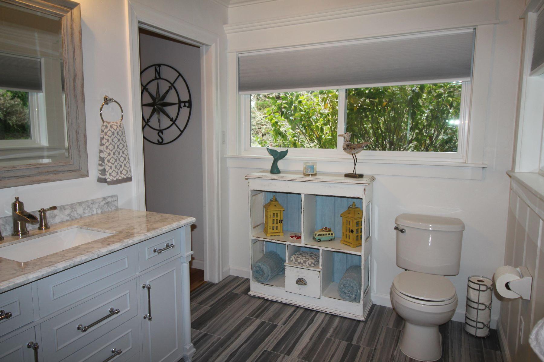 Additional photo for property listing at Coastal Charm! 44711 Pine Street Mendocino, California 95460 Estados Unidos