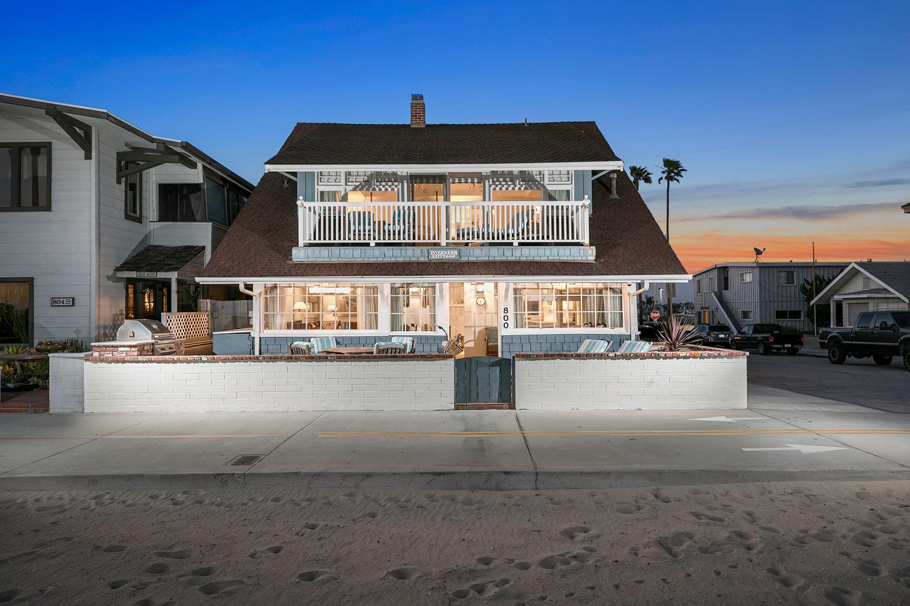 Casa para uma família para Venda às 800 W Oceanfront Newport Beach, Califórnia, 92660 Estados Unidos