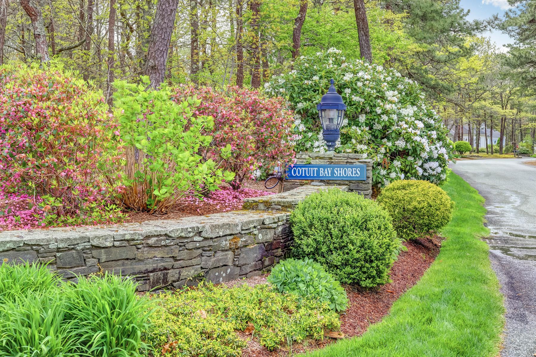 Single Family Homes για την Πώληση στο 266 Cotuit Bay Drive, Cotuit Cotuit, Μασαχουσετη 02635 Ηνωμένες Πολιτείες