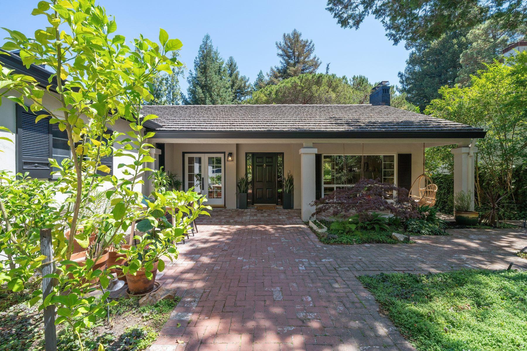 Single Family Homes por un Venta en Mid-Century Rancher 5944 Bruns Court Oakland, California 94611 Estados Unidos