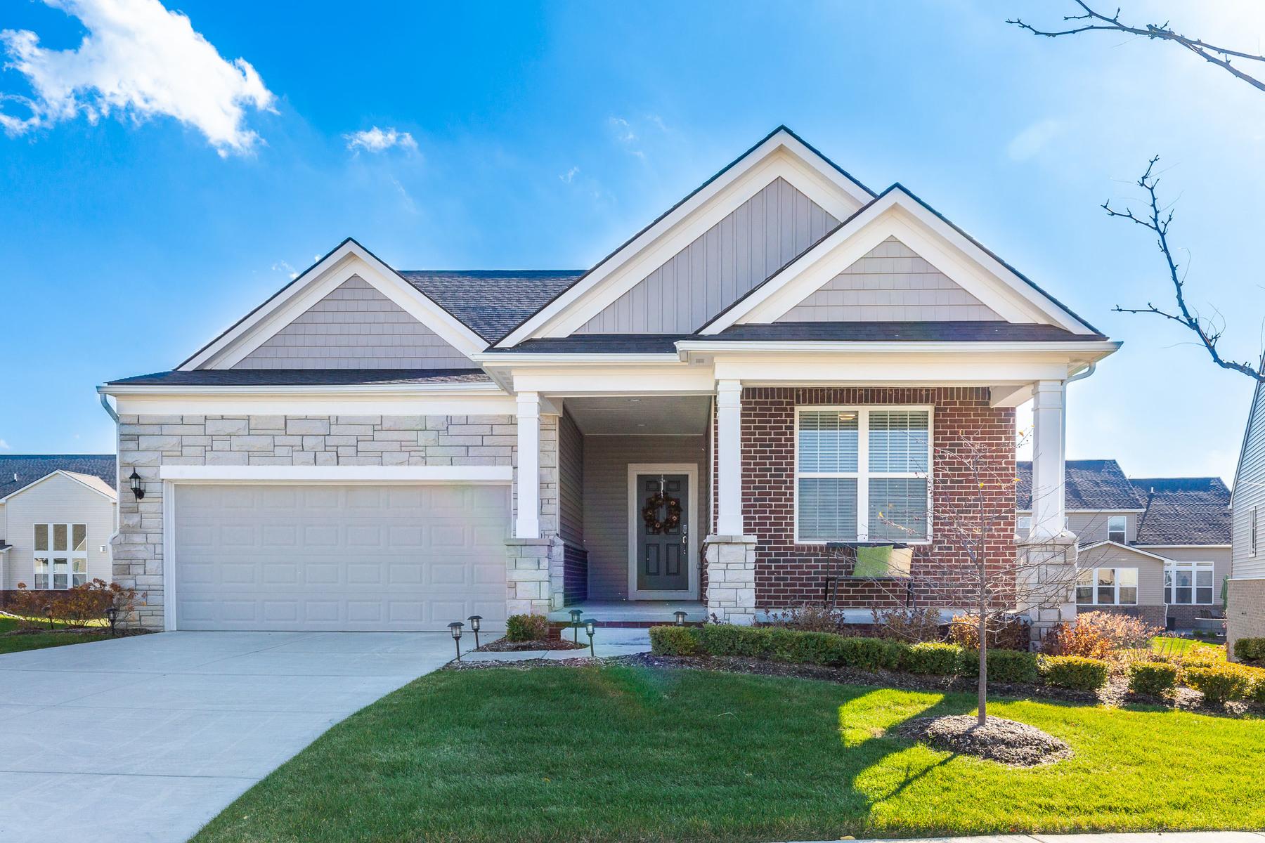 Single Family Homes pour l Vente à Lake Orion 1270 Lark Street, Lake Orion, Michigan 48360 États-Unis