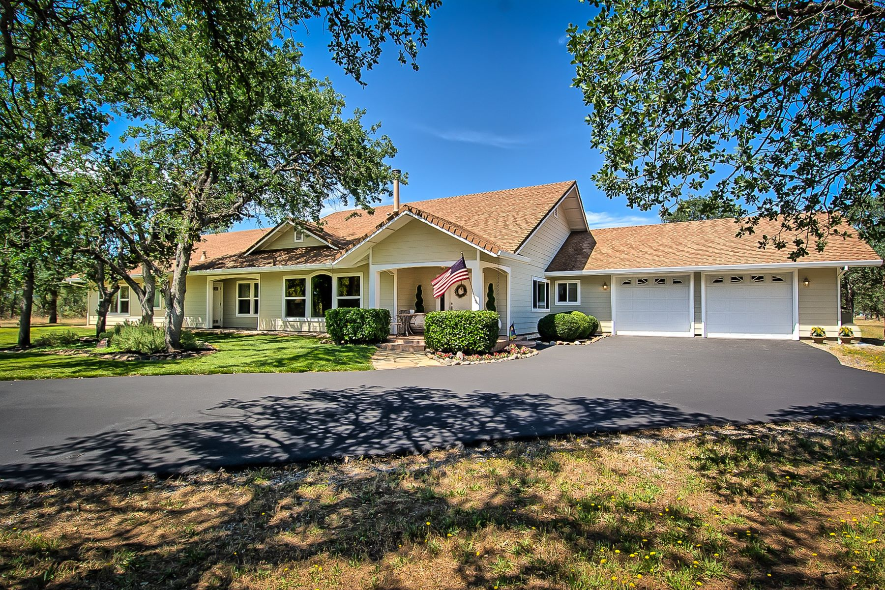 Single Family Homes for Sale at This Beautiful Place Has It All. 8809 Love Cir Lane Palo Cedro, California 96073 United States