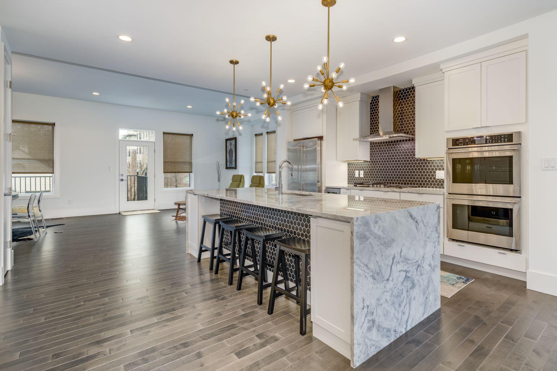 Additional photo for property listing at Delmar Blvd 7634 Delmar Blvd University City, Missouri 63130 United States