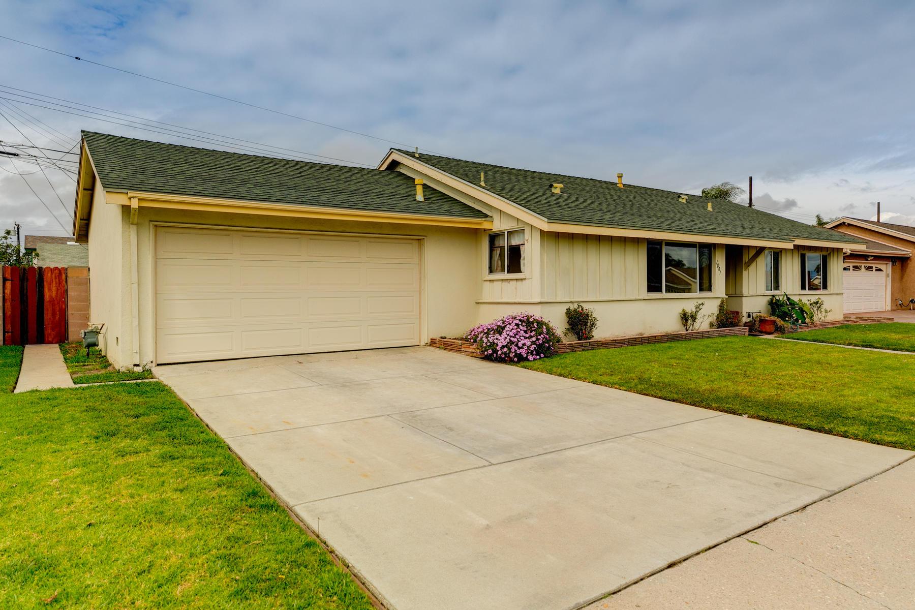 Single Family Homes para Venda às Oxnard, Califórnia 93035 Estados Unidos