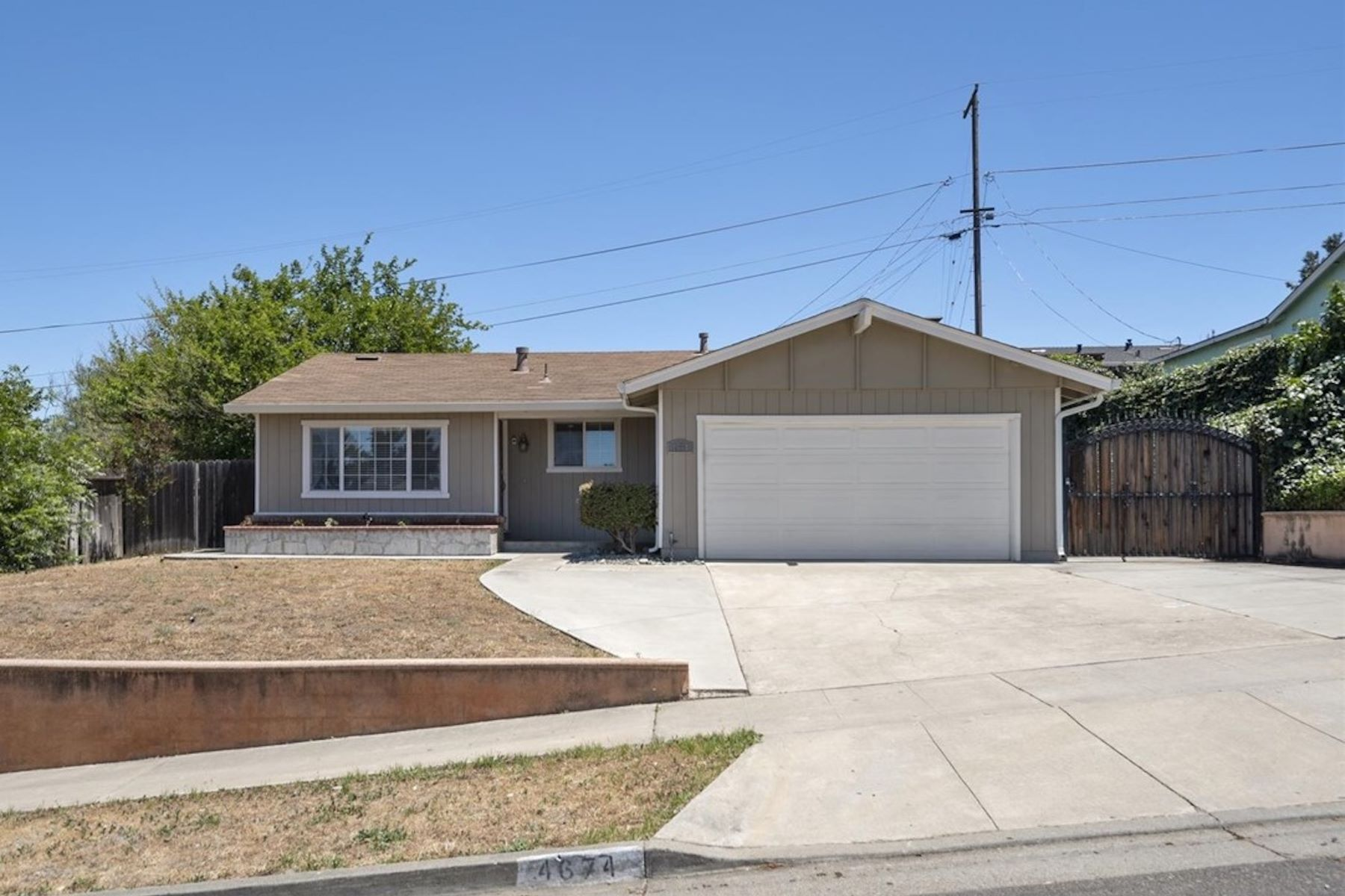Single Family Homes for Sale at Single level, move in ready, great neighborhood! 4674 Ventura Avenue San Jose, California 95111 United States