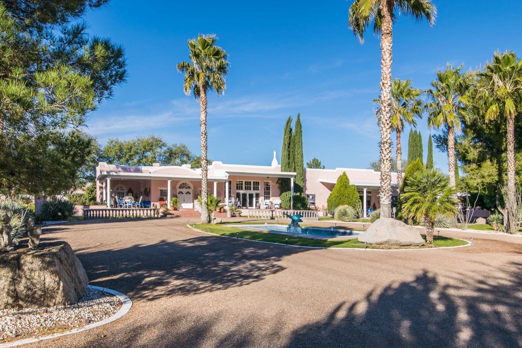 Maison unifamiliale pour l Vente à Fabled Amado Schoolhouse transformed into an extraordinary private home 8 Amado Montosa Rd Amado, Arizona, 85645 États-Unis