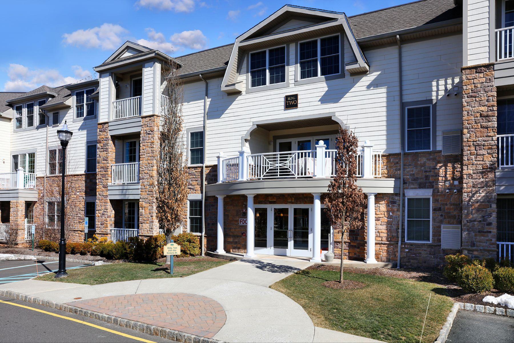 联栋屋 为 销售 在 Luxury Townhouse Style Unit 277 Victoria Drive 布里奇沃特, 新泽西州 08807 美国
