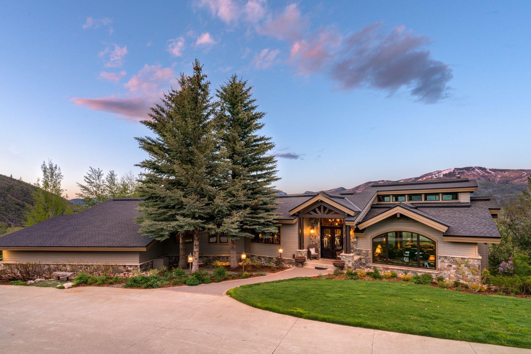 独户住宅 为 销售 在 ENVIABLE VIEWS & ULTIMATE LUXURY 36110 Quarry Ridge Rd. 斯廷博特斯普林斯, 科罗拉多州 80487 美国