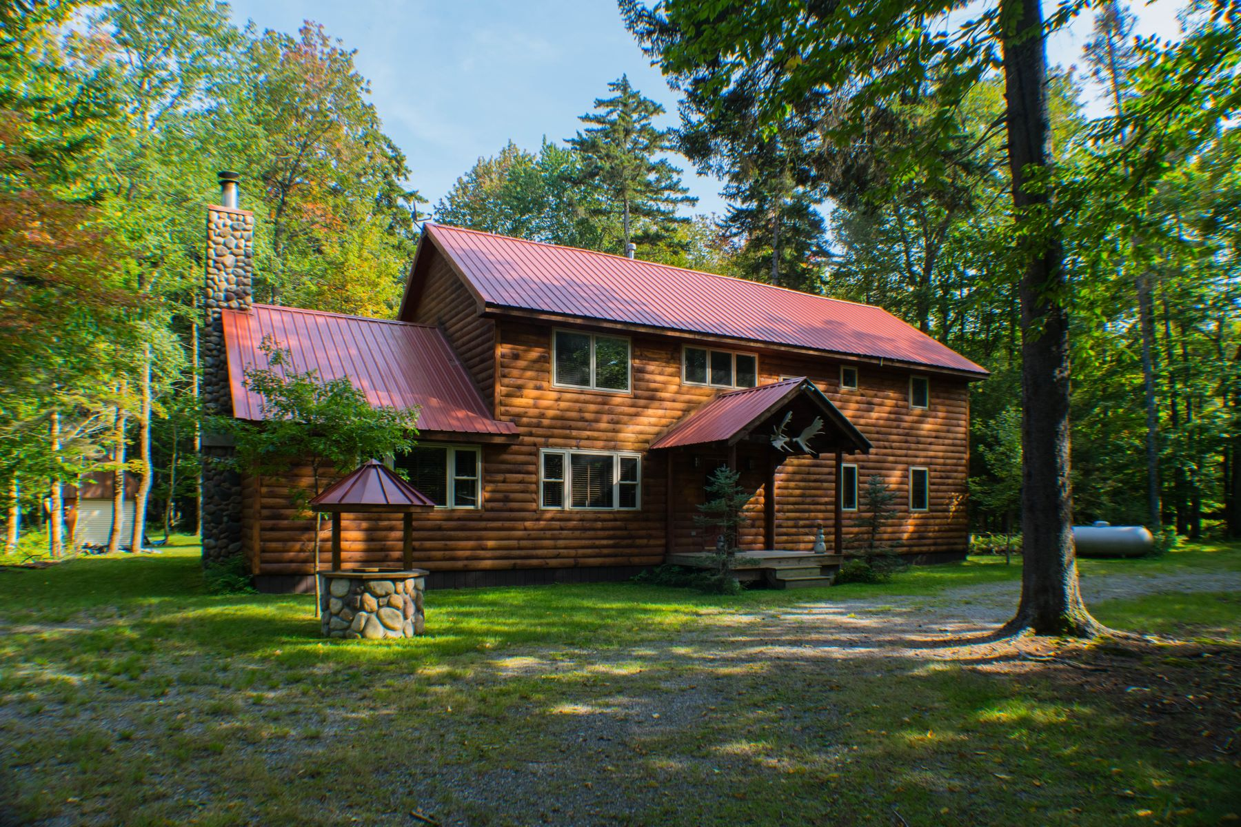 Maison unifamiliale pour l Vente à Private Log Home Near Big Moose Lake 171 Darts Lake Road Big Moose, New York, 13331 États-Unis