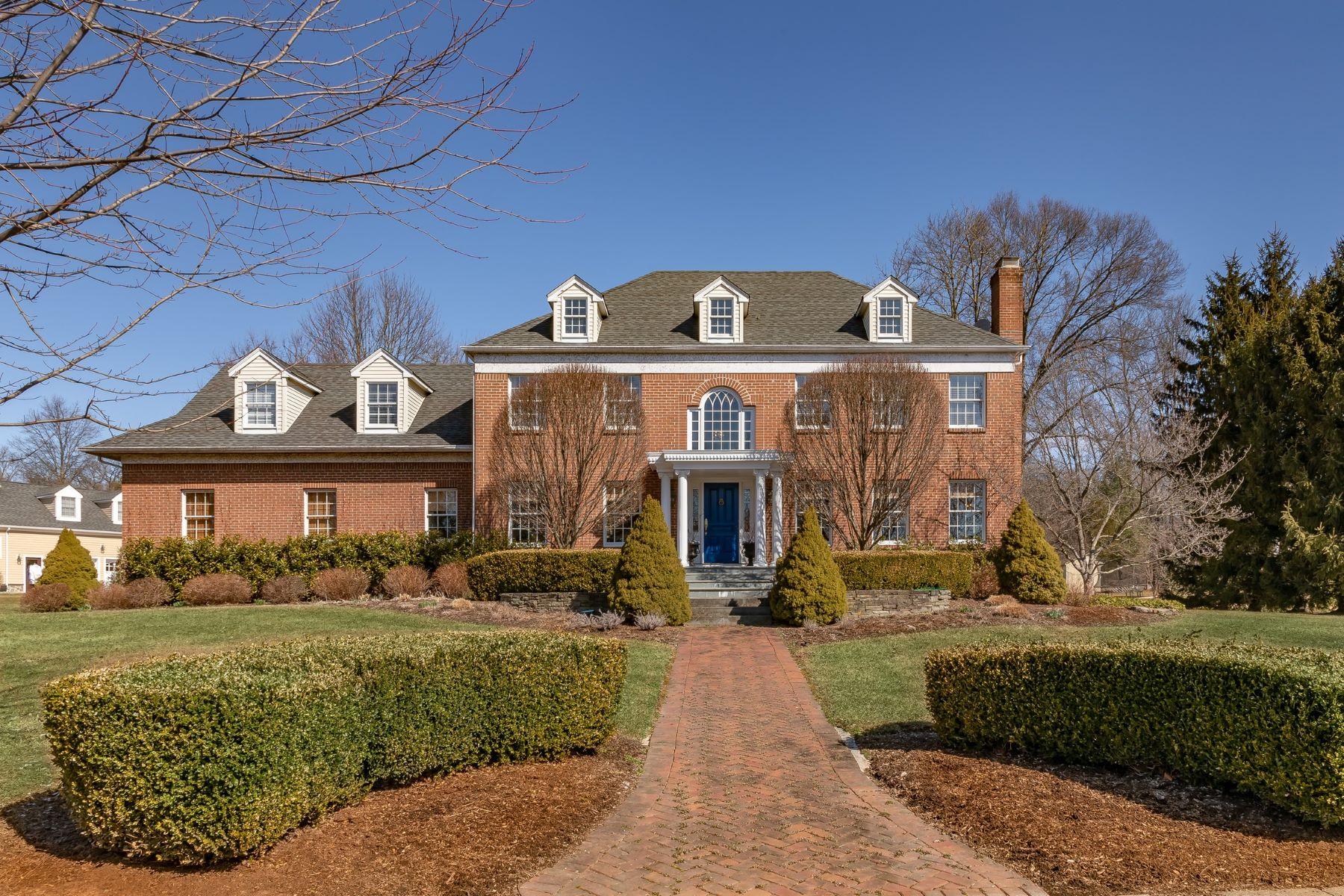 Single Family Homes para Venda às Classic Center Hall Colonial 33 Jeffrey Court, Basking Ridge, Nova Jersey 07920 Estados Unidos