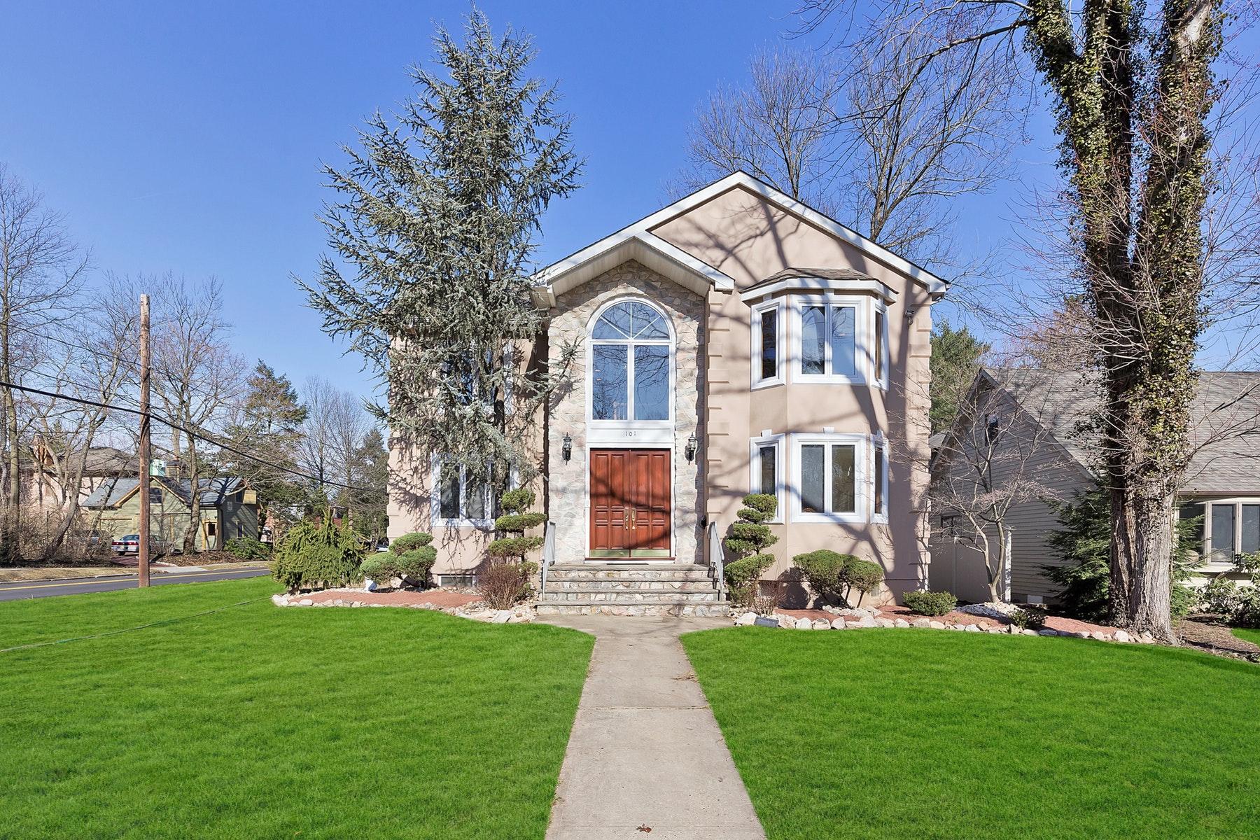 Maison unifamiliale pour l Vente à European Inspired Custom Colonial 101 Hampton Street, Cranford, New Jersey 07016 États-Unis