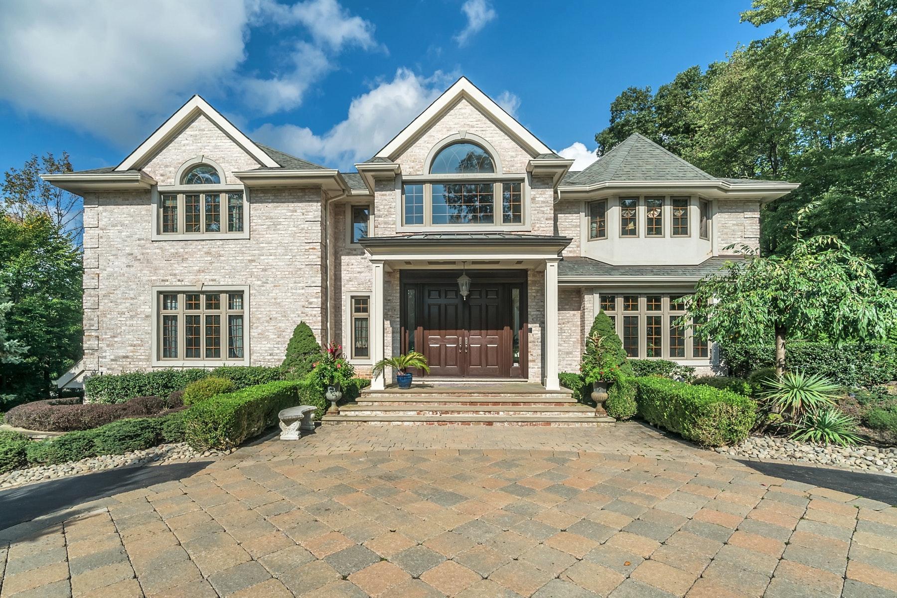 Moradia para Venda às Classic Manor Style Home 41 Stevenson Ln, Upper Saddle River, Nova Jersey 07458 Estados Unidos