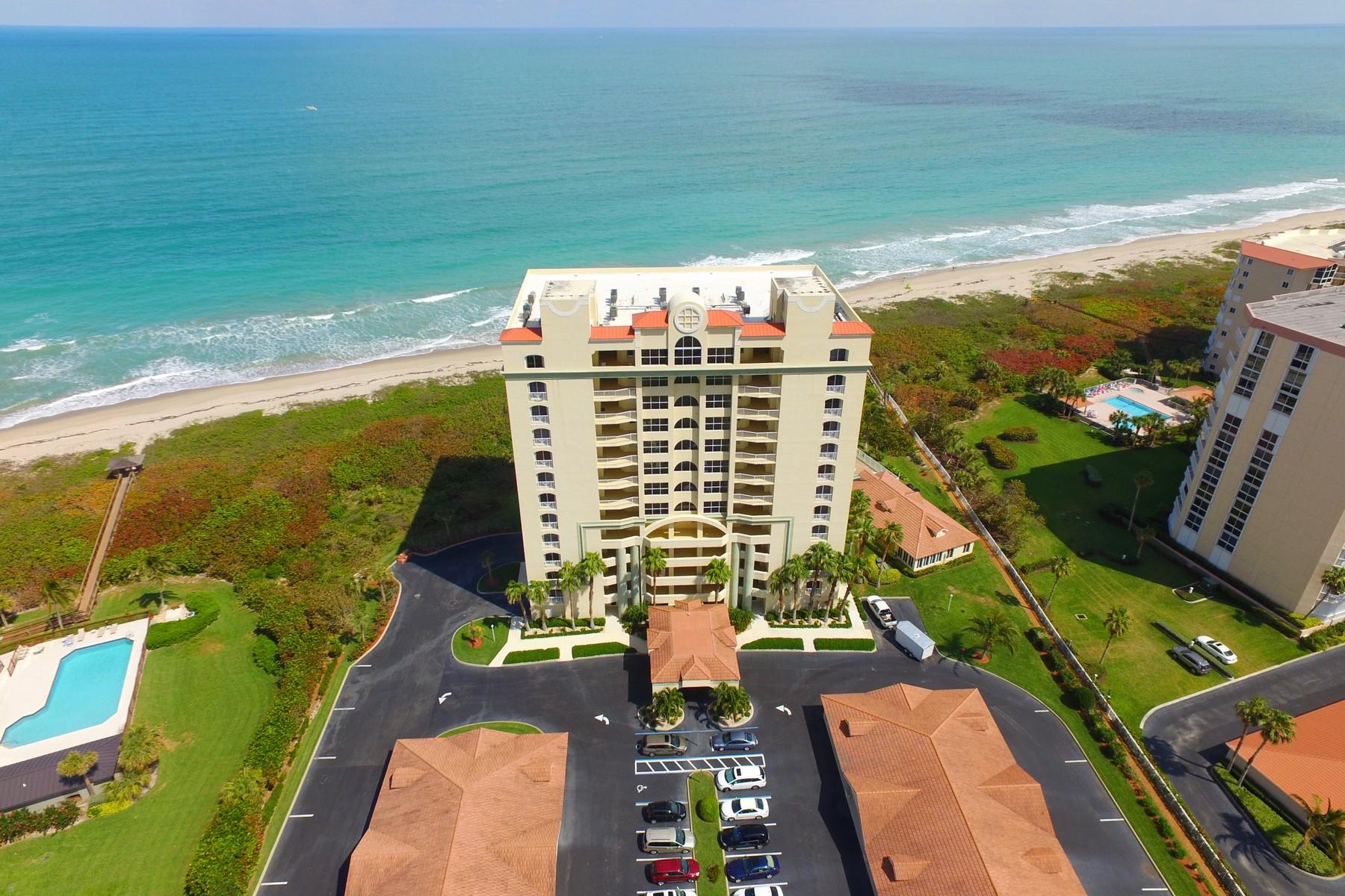 共管式独立产权公寓 为 销售 在 Rarely Available South End Unit 3920 N Highway A1A #204 哈钦森岛, 佛罗里达州, 34949 美国