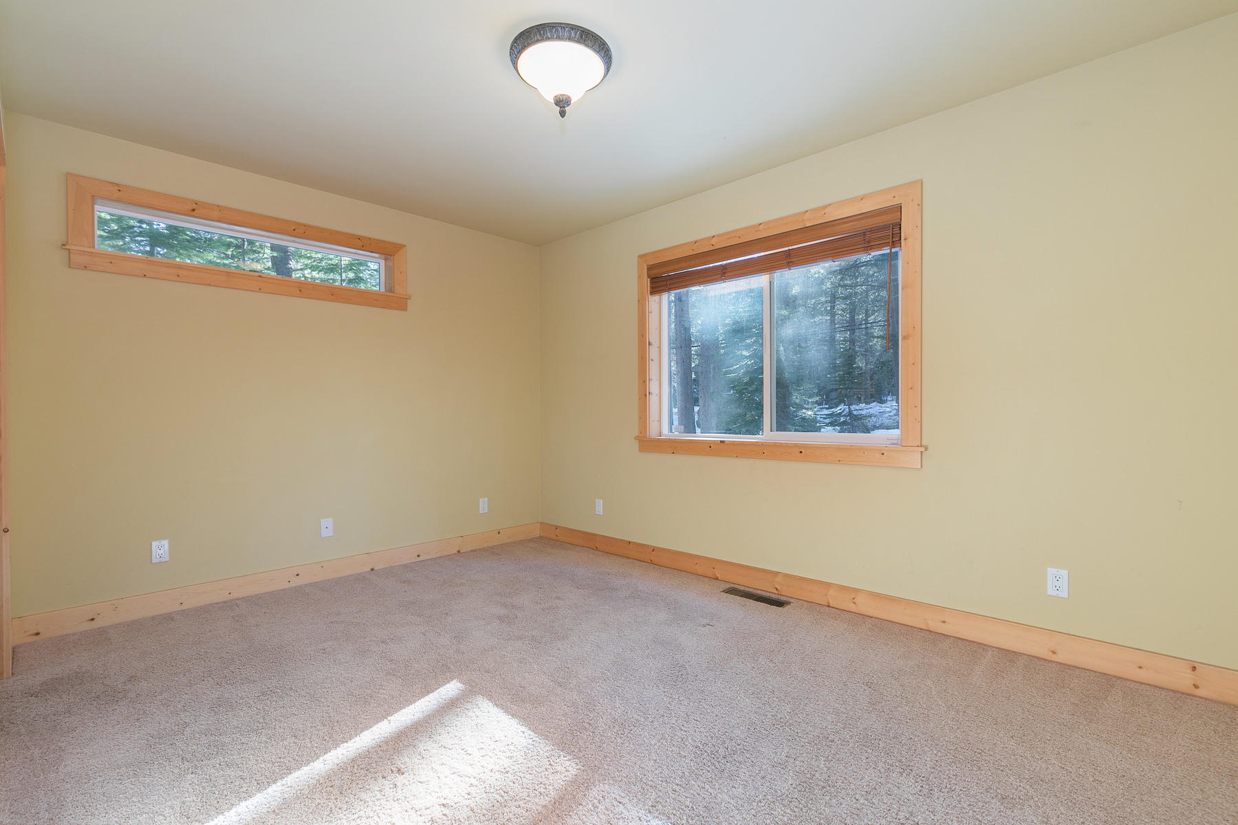 Additional photo for property listing at 11895 Zermatt Drive Truckee California 96161 11895 Zermatt Drive 特拉基, 加利福尼亚州 96161 美国