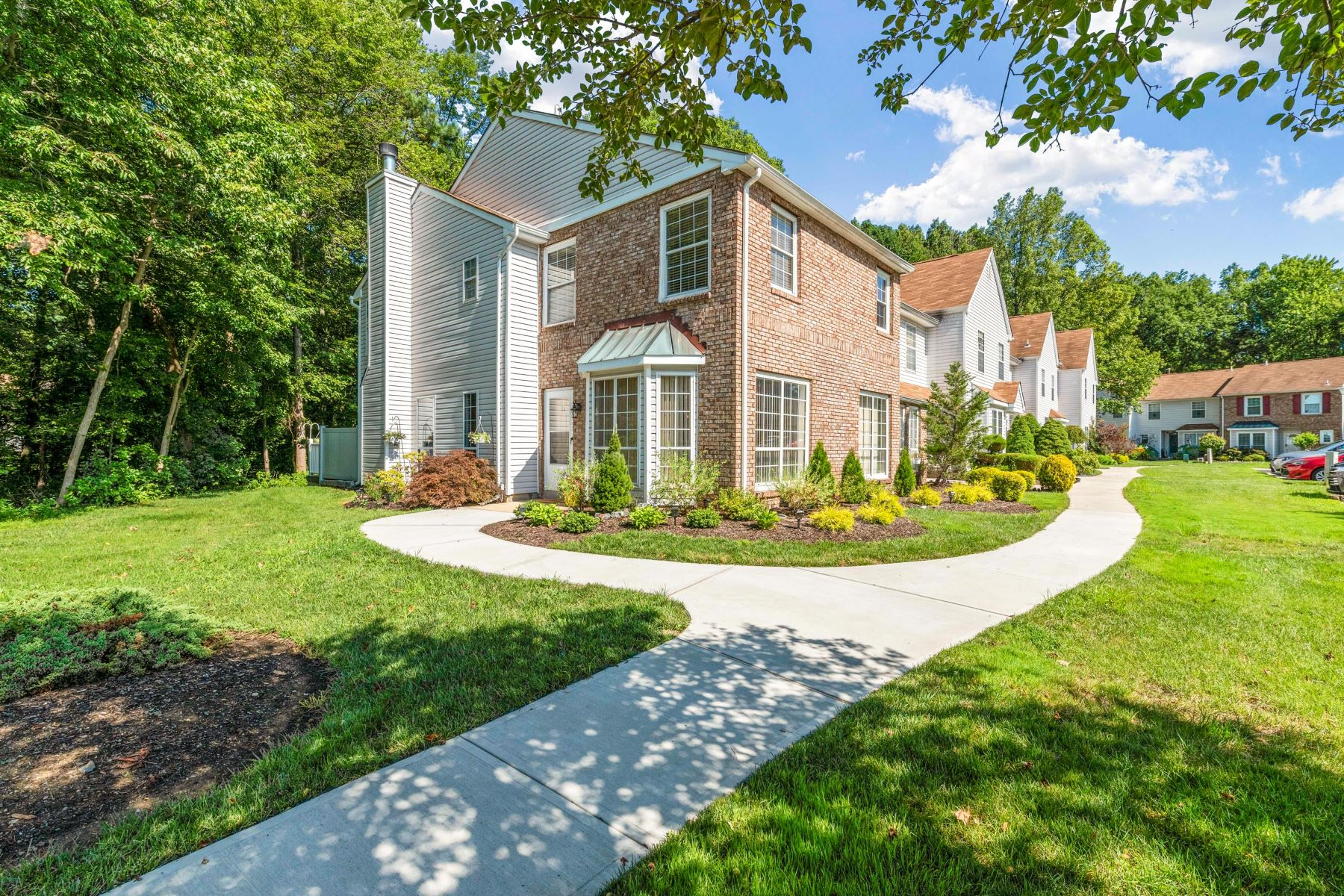 Single Family Homes for Active at 86 Foxwood Place Morganville, New Jersey 07751 United States