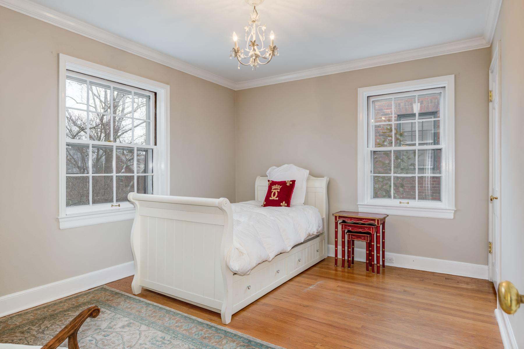 Additional photo for property listing at Princeton Ave 7170 Princeton Ave University City, Missouri 63130 United States